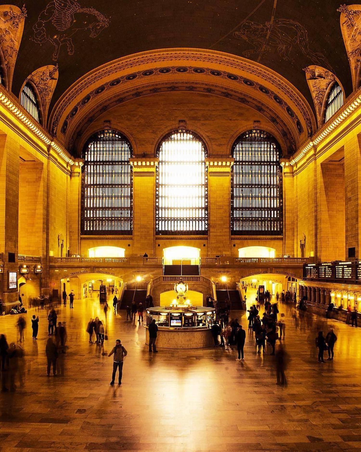 Grand Central Terminal. Photo via @photos_by_ricardo #viewingnyc #nyc #newyork #newyorkcity #grandcentral #grandcentralterminal