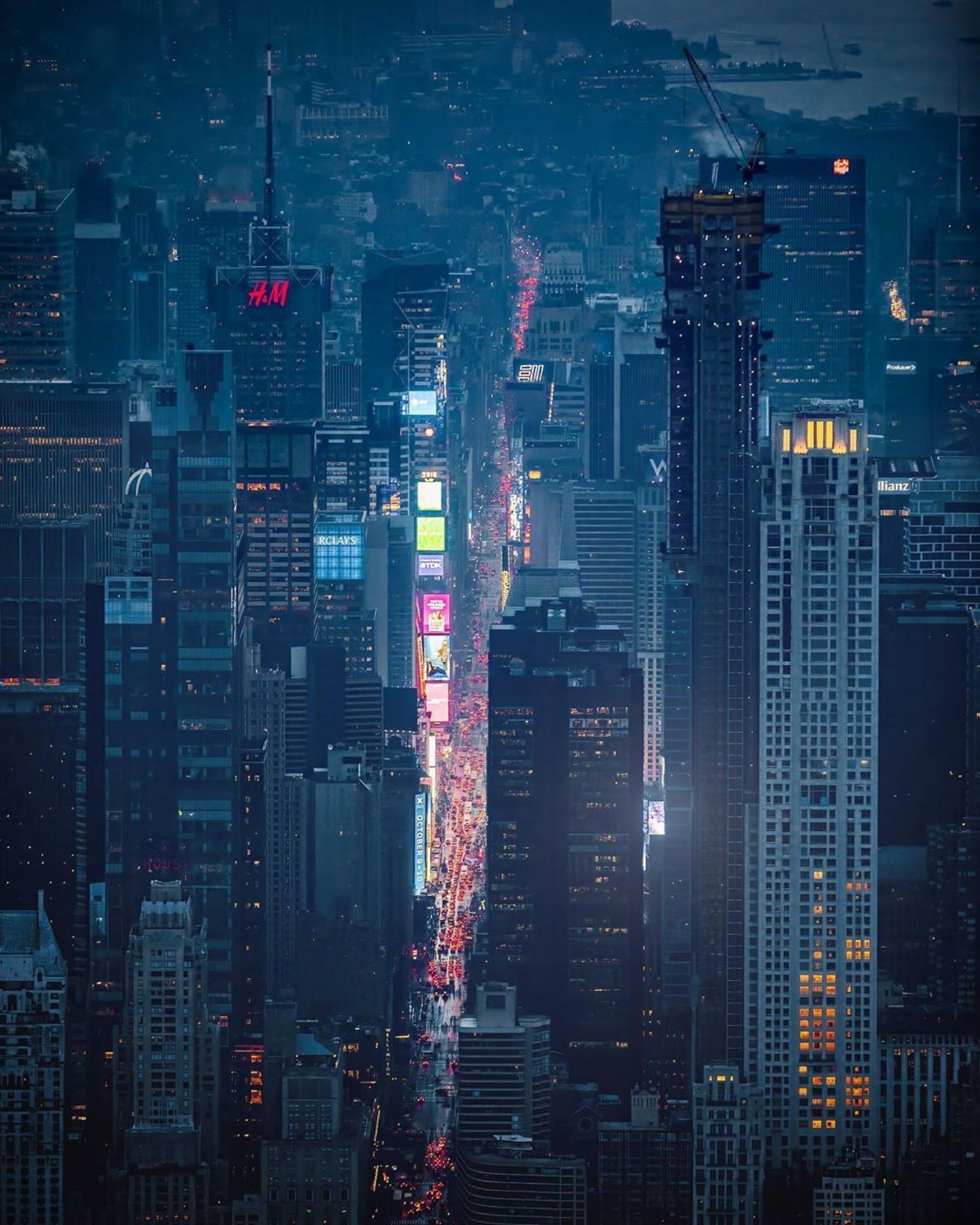 Times Square, Manhattan. Photo via @beholdingeye @flynyon