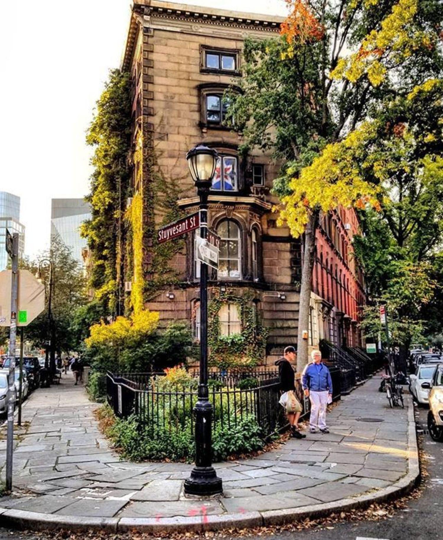 Ave Lebewohl Triangle, East Village, Manhattan. Photo via @qwqw7575 #viewingnyc #newyork #newyorkcity #nyc #abelebewohlpark #abelebewohltriangle