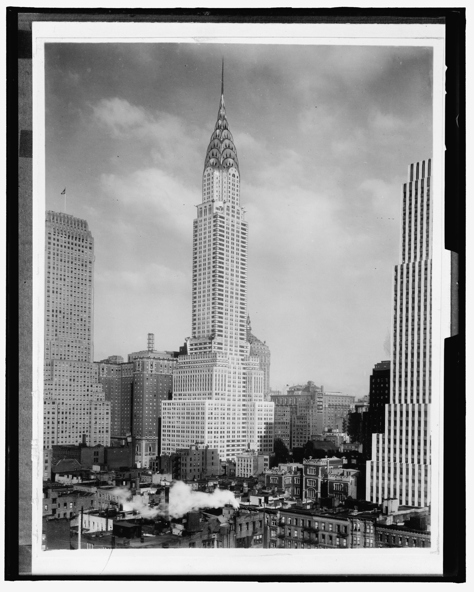 vintage photograph from 1930 shows new york city 39 s chrysler building shortly after construction. Black Bedroom Furniture Sets. Home Design Ideas