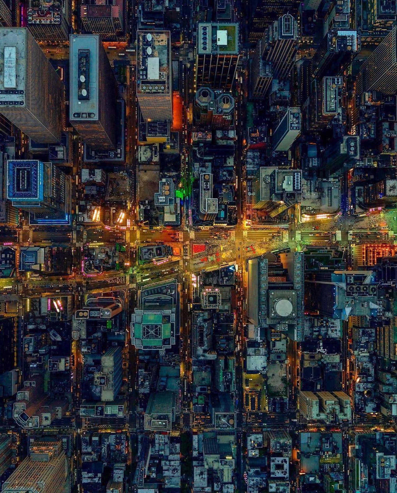 Times Square, Manhattan. 📸 @jeffreymilstein #viewingnyc #nyc #newyork #newyorkcity #timessquare
