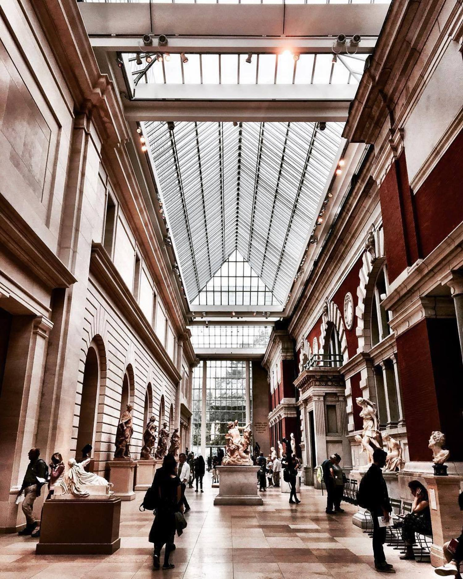 Metropolitan Museum of Art, New York. Photo via @newyork.kakana #viewingnyc #nyc #newyork #newyorkcity #themet #metropolitanmuseumofart