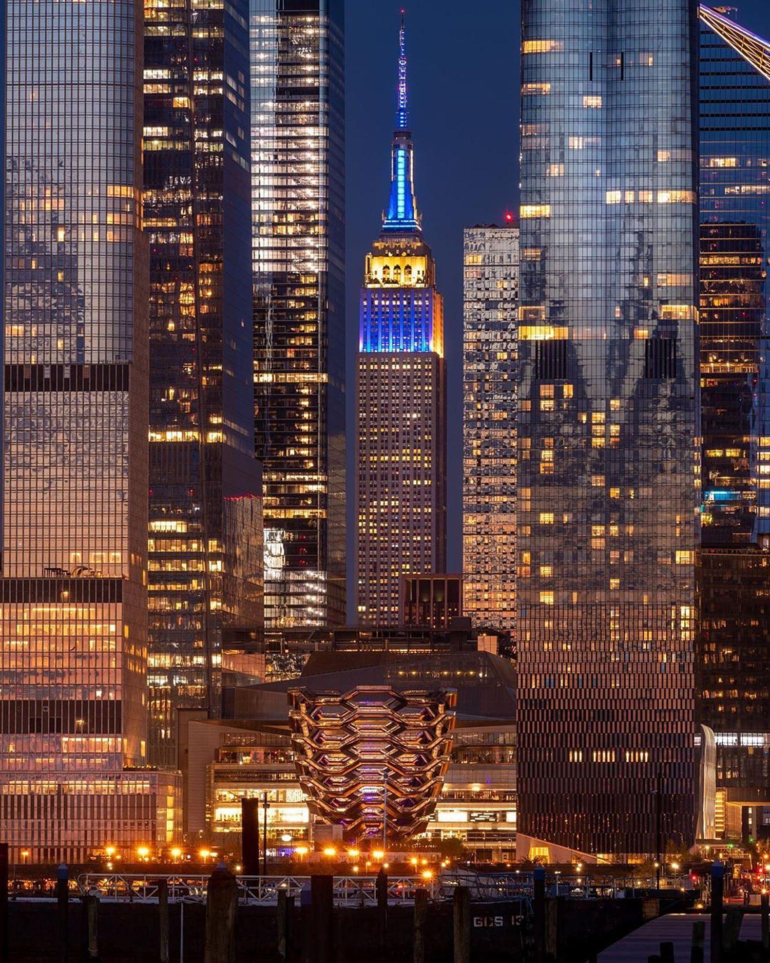 """Empire State Building vs The Vessel"" #newyorkcity #nycprimeshot #iloveny #nycpassion #ilovenewyork #buildingstylesgf #nybynewyorkers  #instagramnyc #iheartnewyorkny #bestofnewyork #lovenyc #photowall #photooftheday #postcardsfromtheworld #imagesofnyc #insta_america #vibrant_globe #the_visionaries #myCity_life #Jaw_dropping_shotz #Splendidshots #Photowall #Hot_shotz #NBC4NY #what_i_saw_in_nyc"