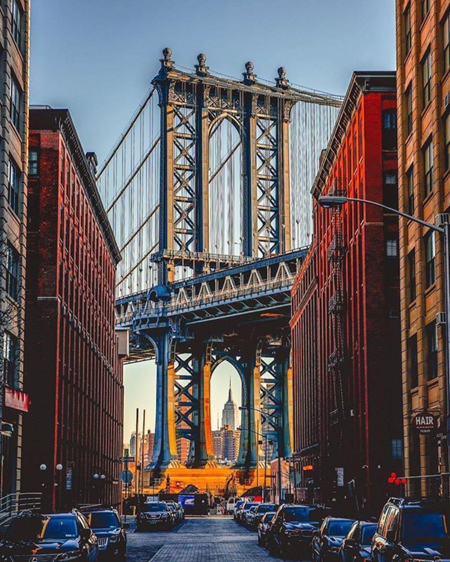 Dumbo, Brooklyn. Photo via @mc_gutty #viewingnyc #newyork #newyorkcity #nyc #manhattanbridge #empirestatebuilding