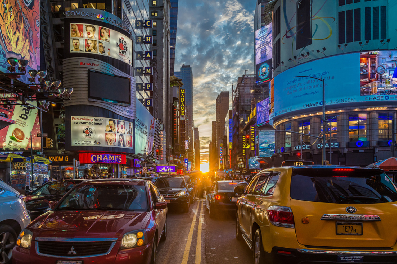 Full sun Manhattanhenge in Times Square