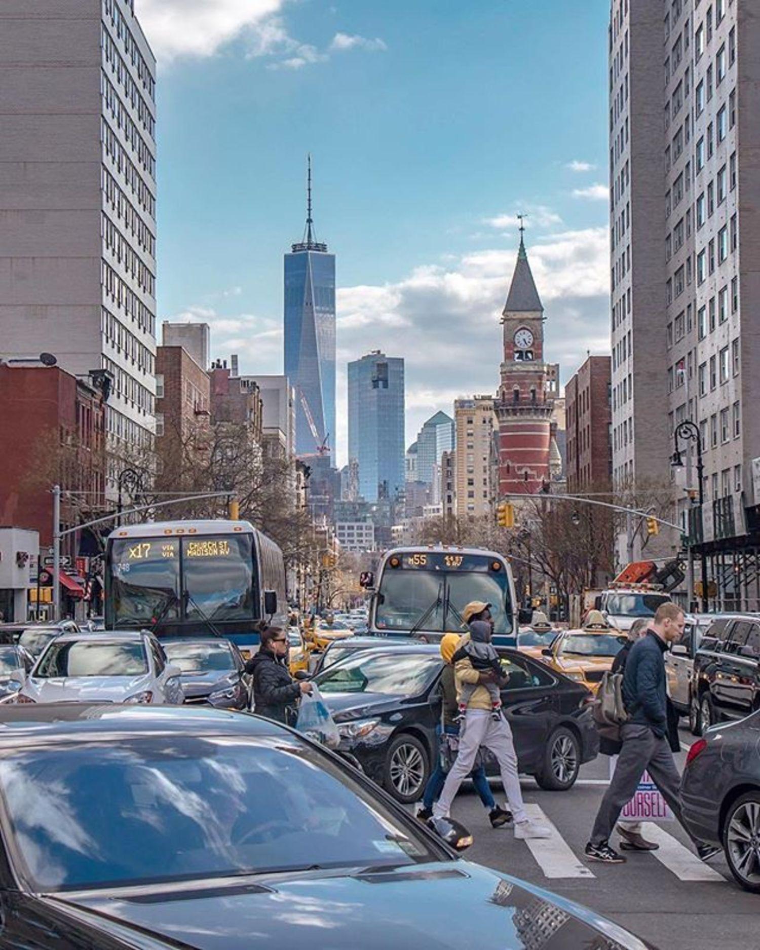 6th Avenue, Manhattan. Photo via @newyorkcitykopp #viewingnyc #newyorkcity #newyork #nyc