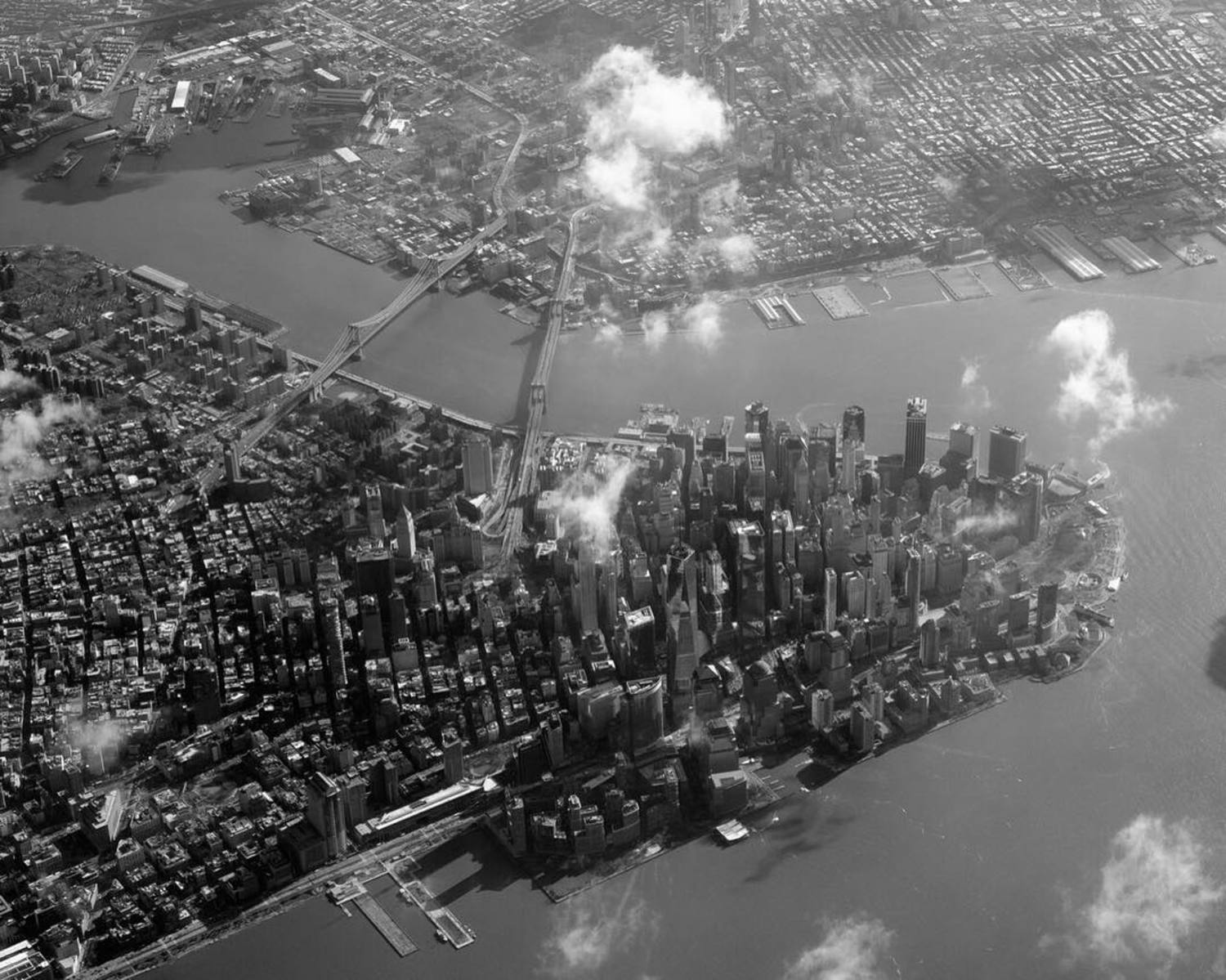 City of Dreams Manhattan . . . #VSCO #VSCOcam #MyFujifilm #NYC #NewYork #NewYorkCity #InstagramNYC #cityscape #architecture #landscape #travel #views #light #mood #blackandwhite #contrast #shootfilm #aerial #rooftopping #aerialview #outmywindow #skyview #aerialphotography #flight #helicopter #IloveNY #IloveNYC