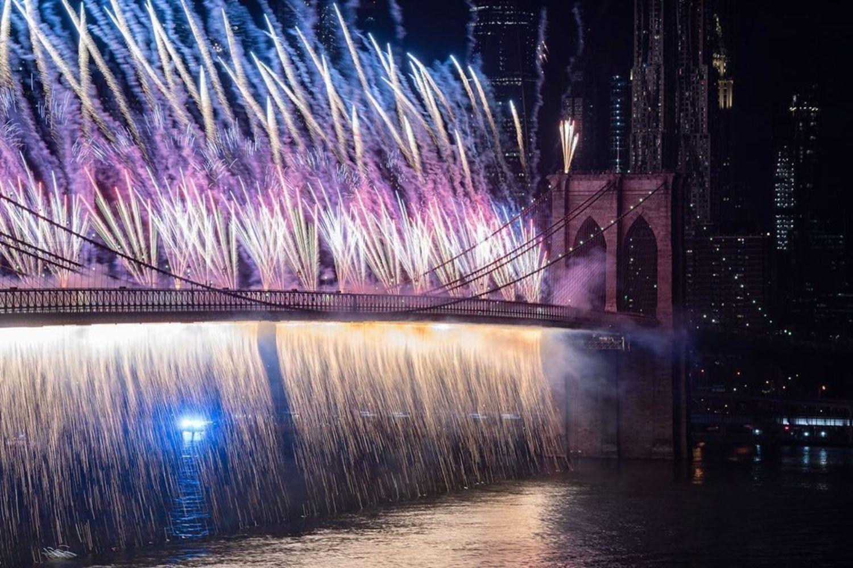 Macy's fireworks!  Brooklyn Bridge! Cascading lights! Colorful night! #nyc #macysfireworks #brooklynbridge #fireworks