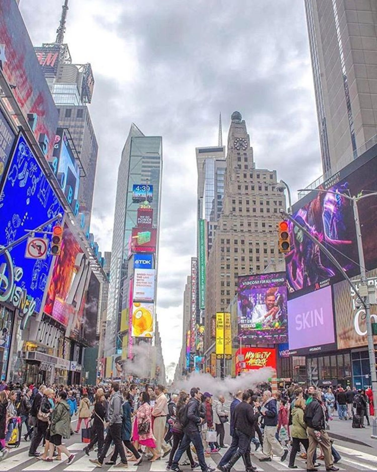 Times Square, New York. Photo via @newyorkcitykopp  #viewingnyc