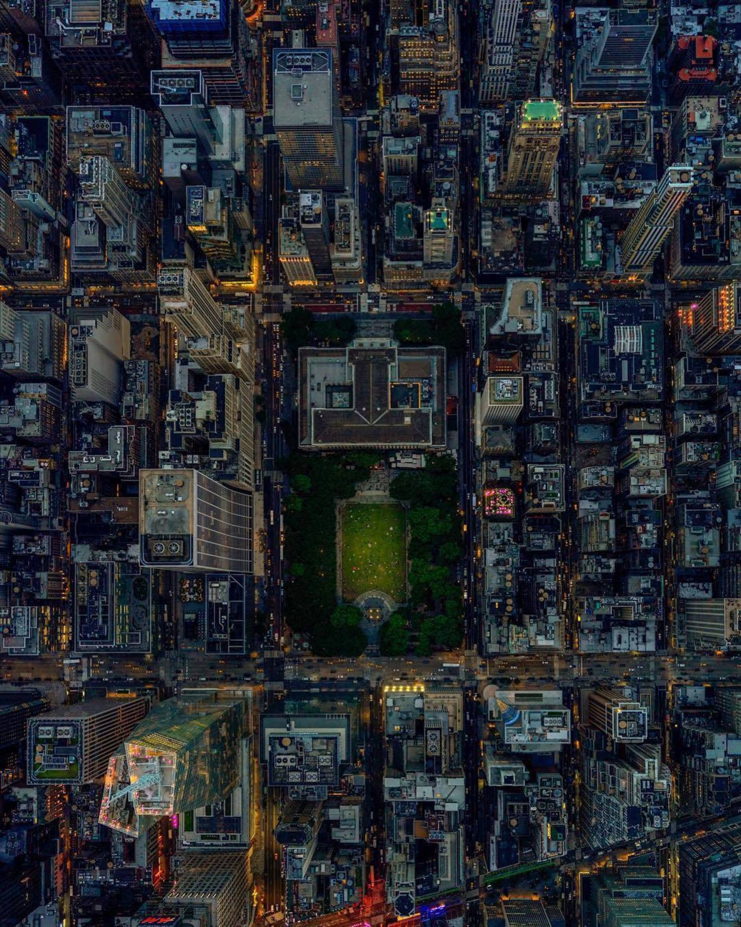 Bryant Park, Manhattan. Photo via @jeffreymilstein #viewingnyc #newyork #newyorkcity #nyc #bryantpark