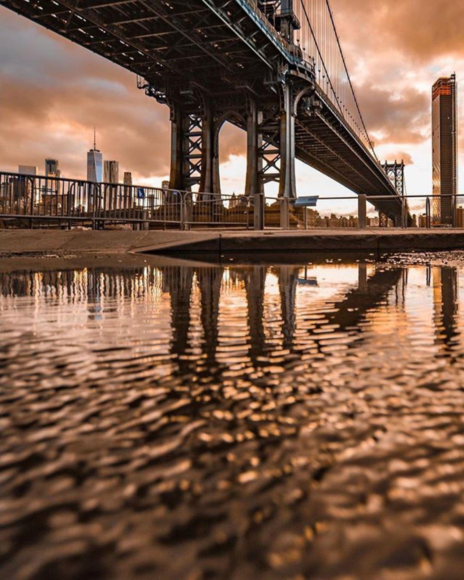 Manhattan Bridge, New York, New York. Photo via @eyecatchingphoto #viewingnyc #newyorkcity #newyork #nyc #manhattanbridge