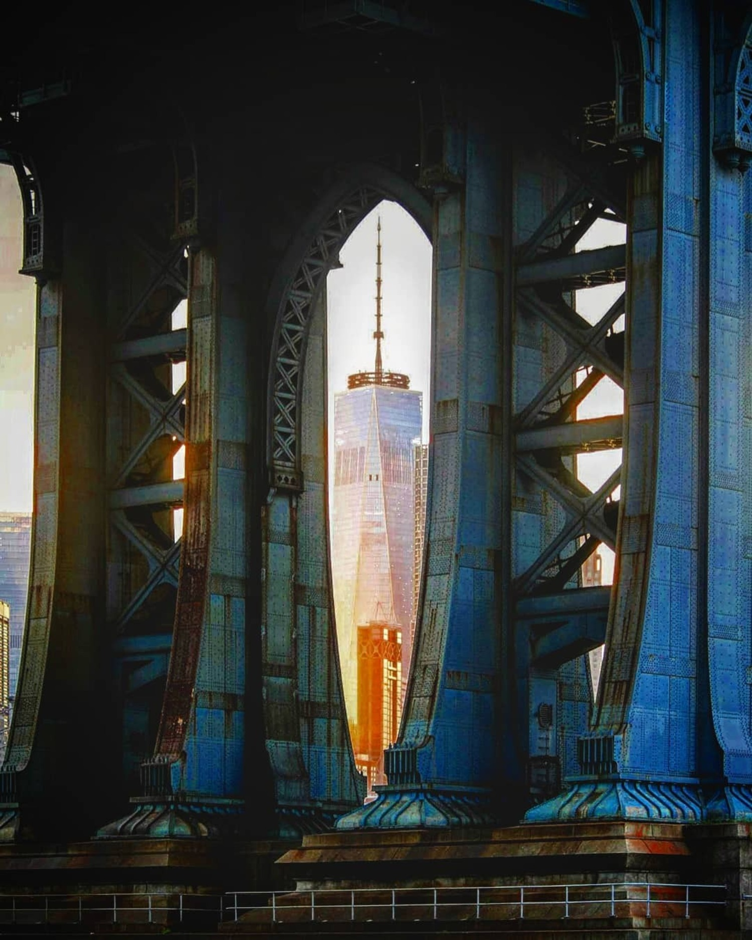 One World Trade Center framed by the Manhattan Bridge