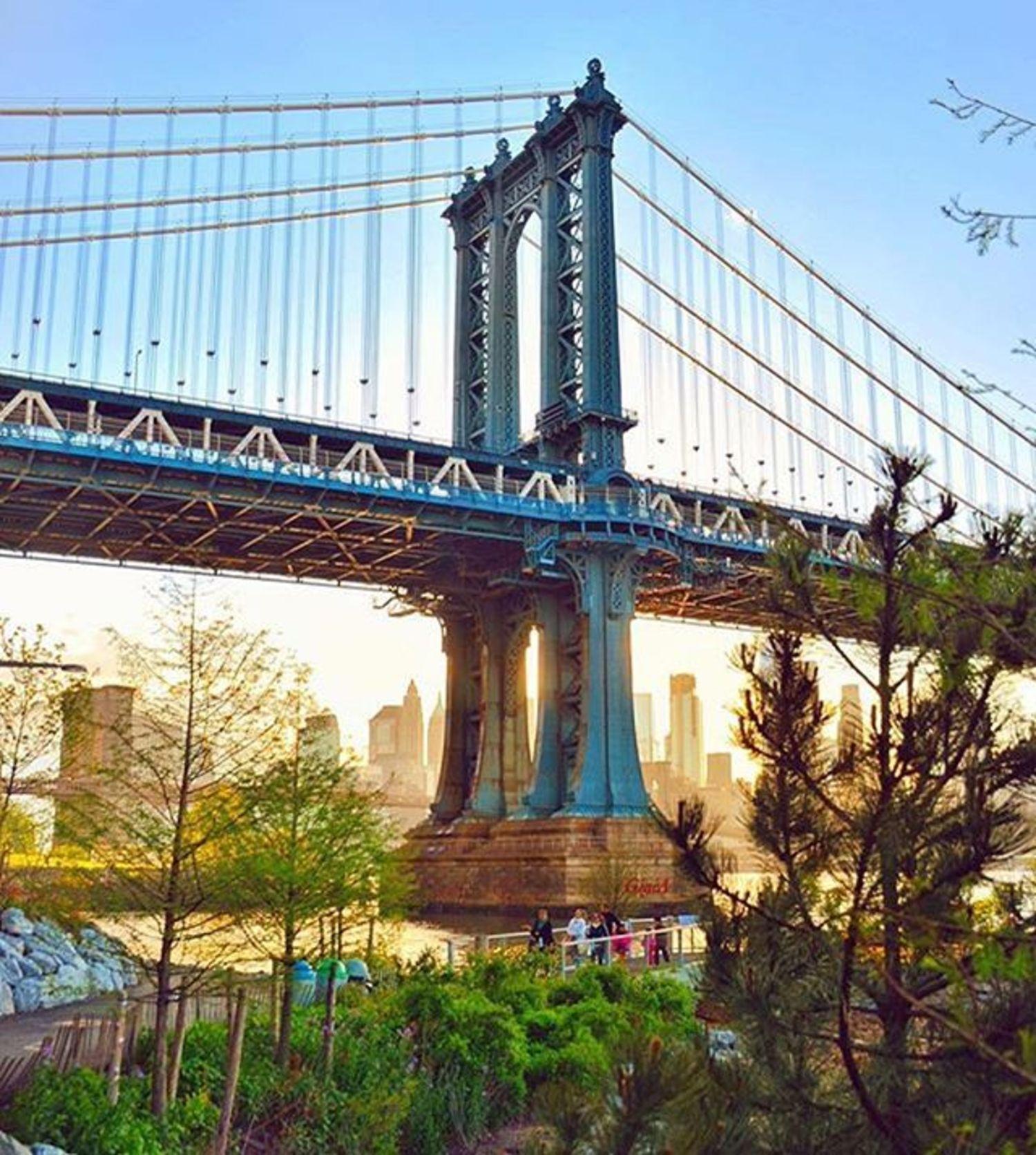 Manhattan Bridge, New York City. Photo via @gigi.nyc #viewingnyc