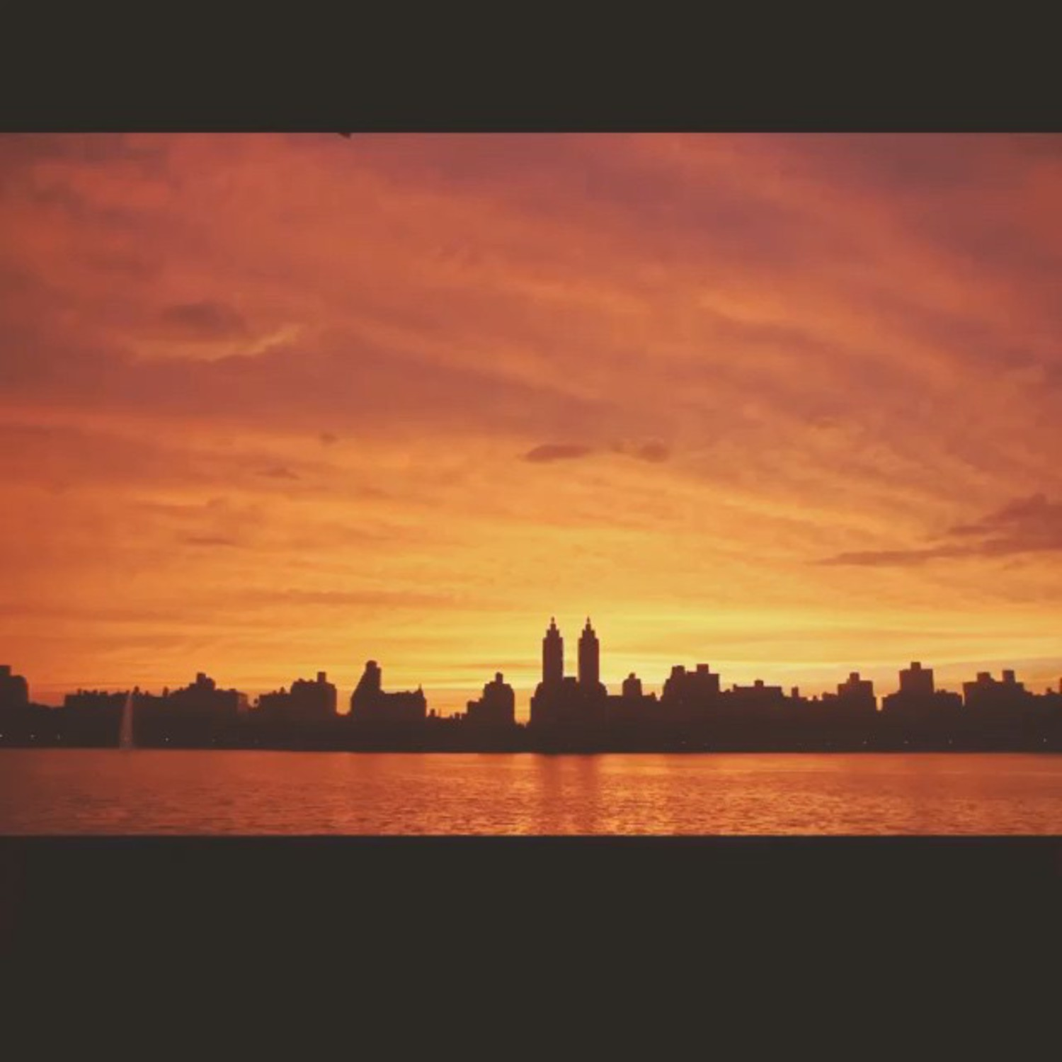 Thundering calm of last night's NYC sunset over the Upper West Side. Timelapse by @jaysansone @nycprimeshot