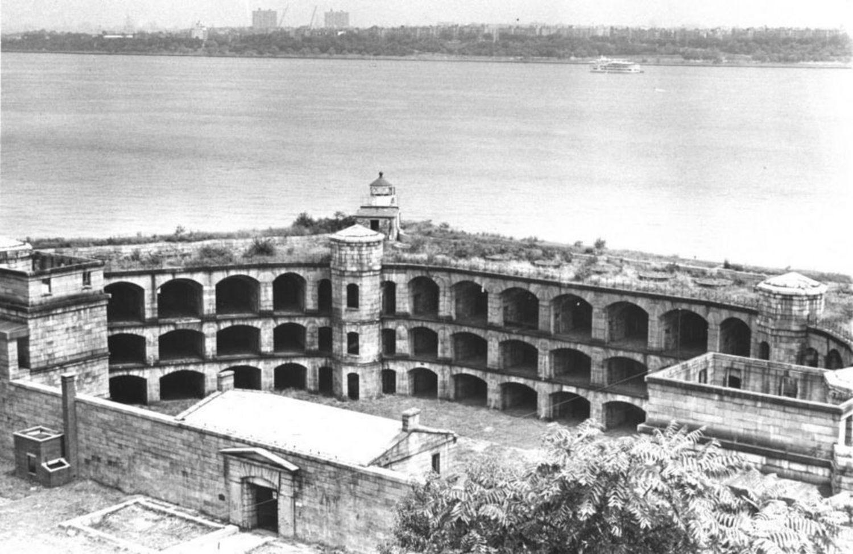 Vintage Postcard of Fort Wadsworth.