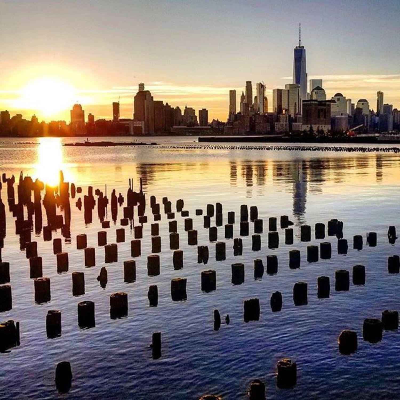 New York, New York. Photo via @qwqw7575 #viewingnyc #newyorkcity #newyork #nyc #sunset