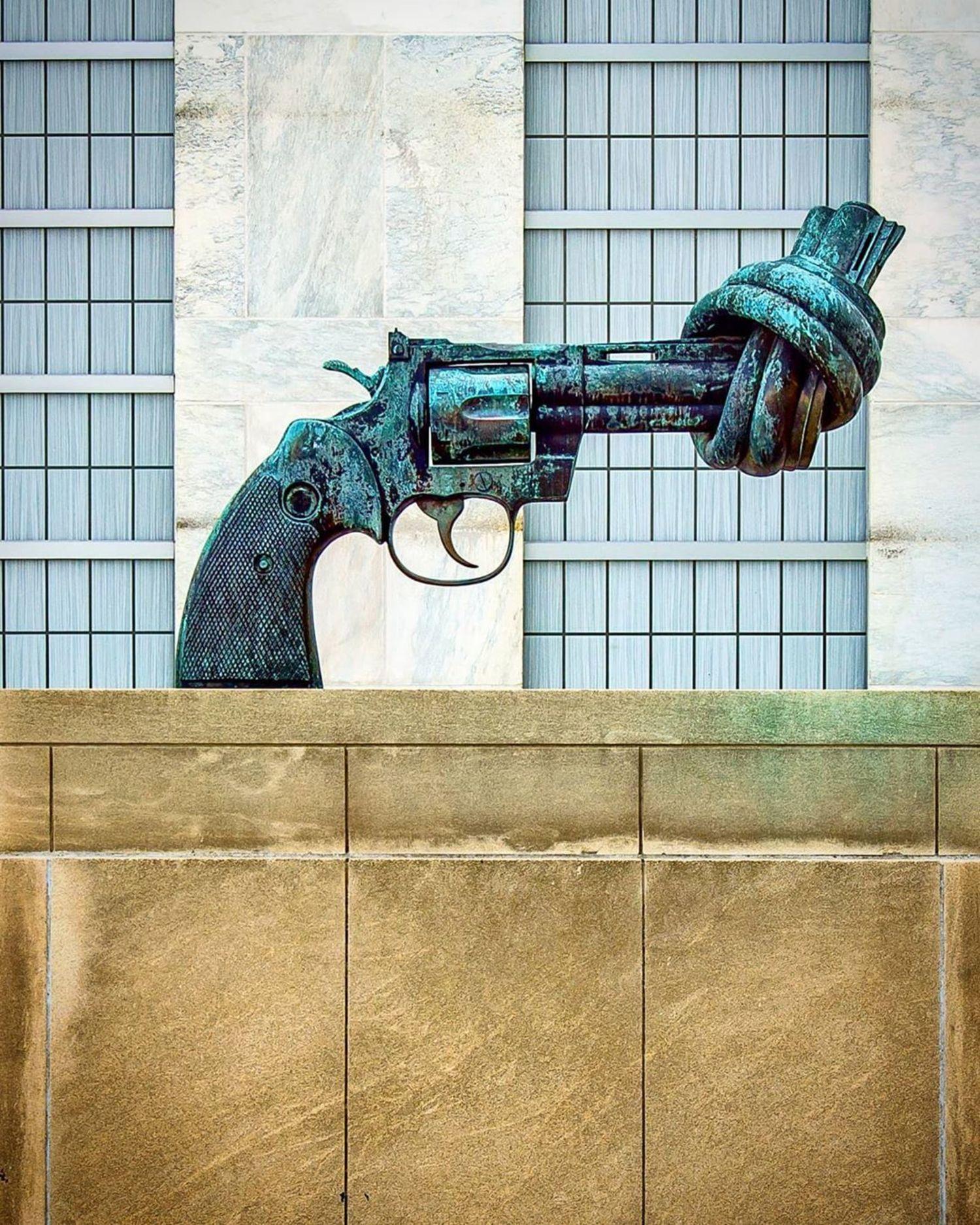 """The Knotted Gun"", Carl Fredrick Reuterswärd, United Nations Headquarters, Manhattan"