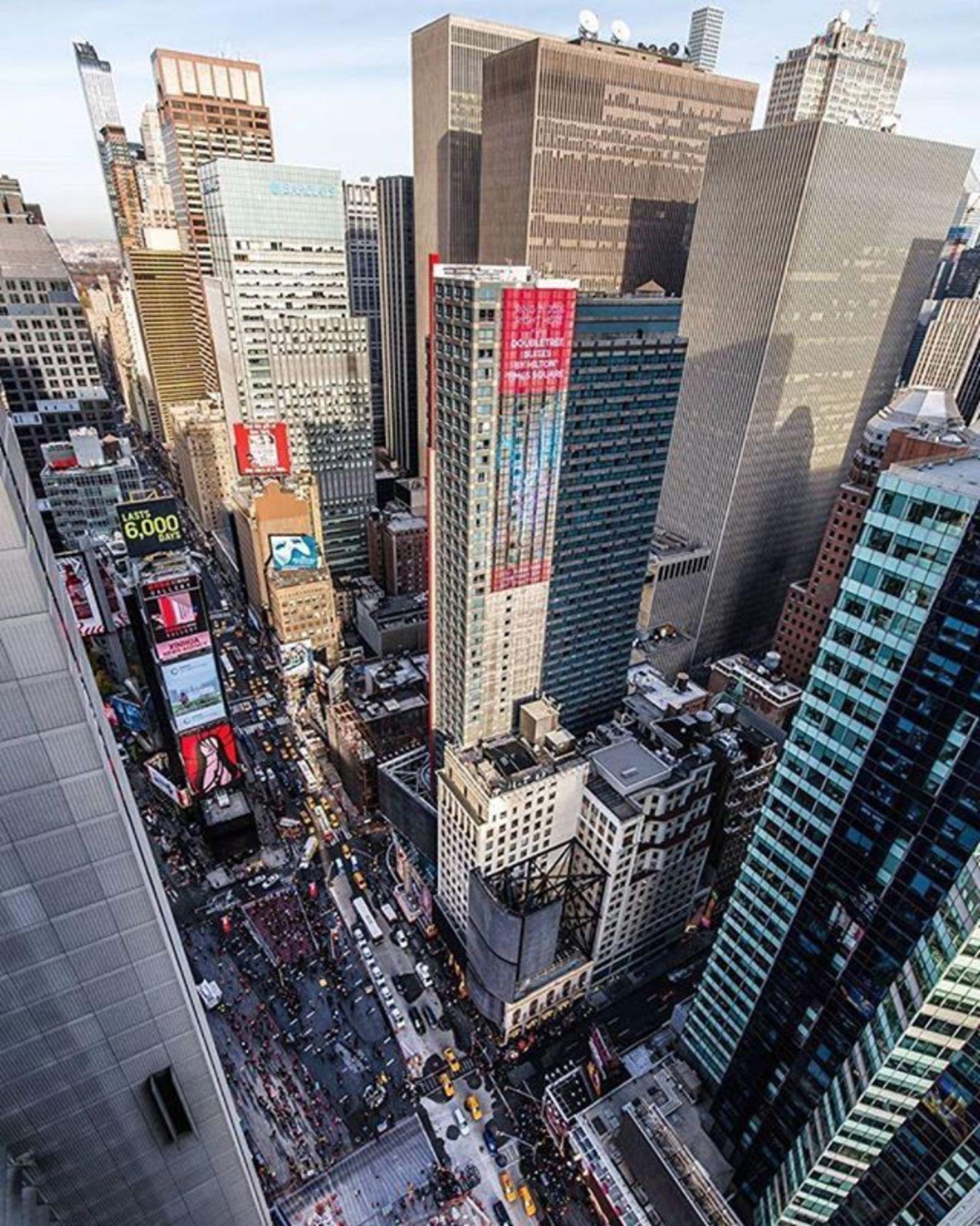 New York, New York. Photo via @lightsensitivity #viewingnyc #newyork #newyorkcity #nyc