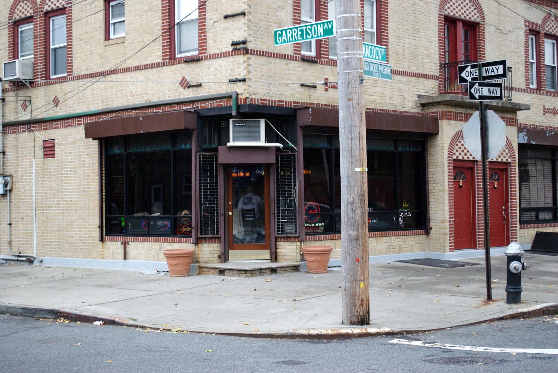 Lee's Tavern
