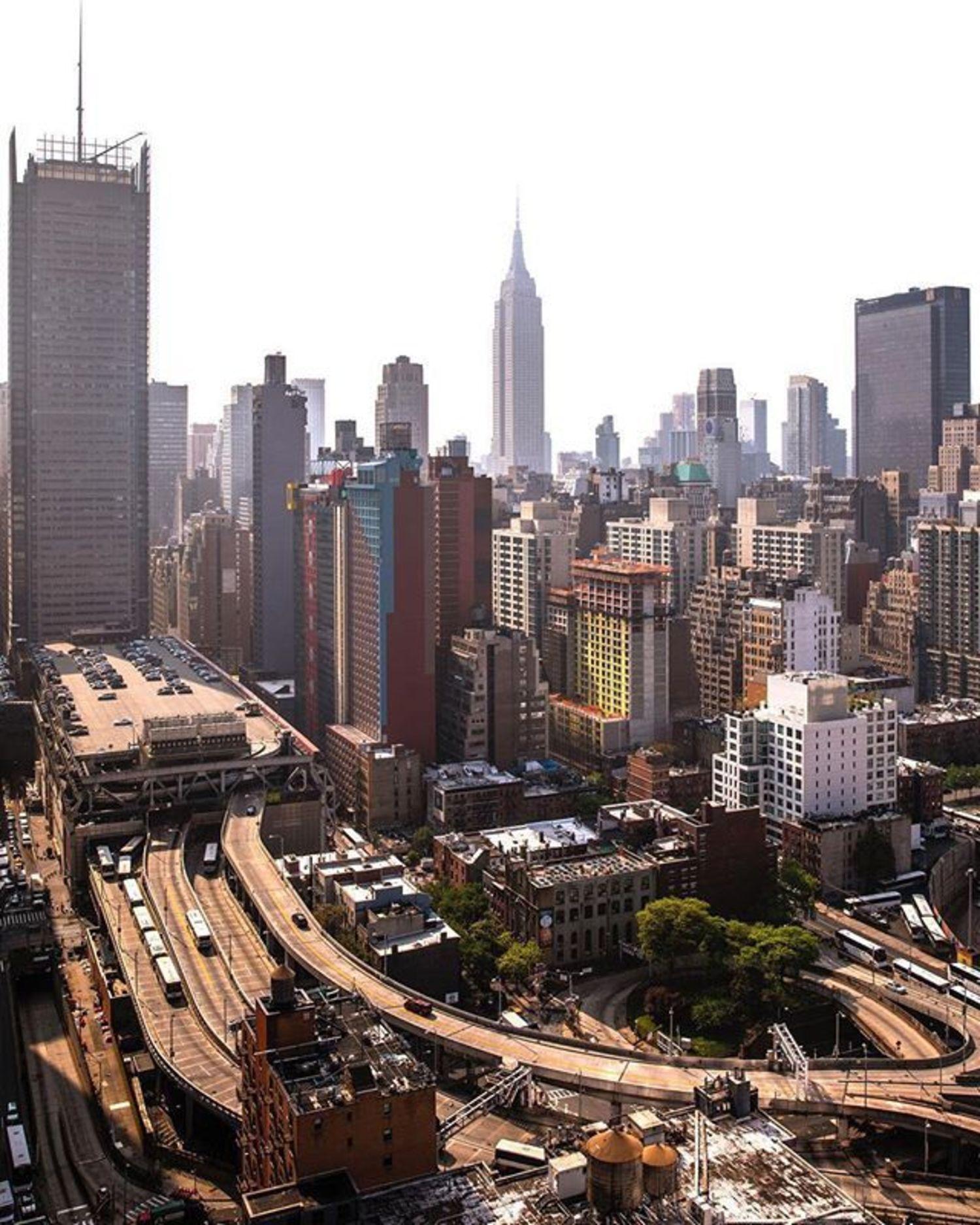 New York, New York. Photo via @craigsbeds #viewingnyc #newyork #newyorkcity #nyc