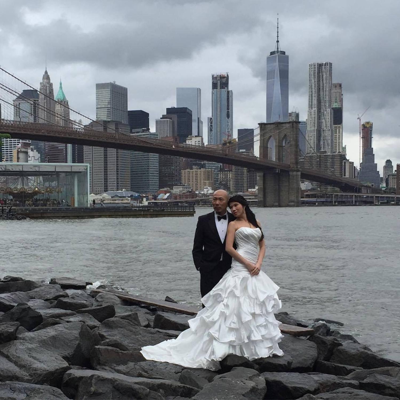 Bright Bride against the grey #dumbobrides