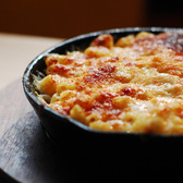 Sarita's Mac and Cheese (S'MAC): Alpine | VV got suckered in by the promise of bacon methinks.  He ended up realllly loving this and now he wants to try making a gruyere/bacon mac and cheese at home.  Not sure if that's going to happen :P  The verdict?  We both enjoyed our dishes, but I think we both agreed that our lunch had <i>nothing</i> on the gorgonzola mac and cheese at Mastro's!    (well, maybe price ;P)