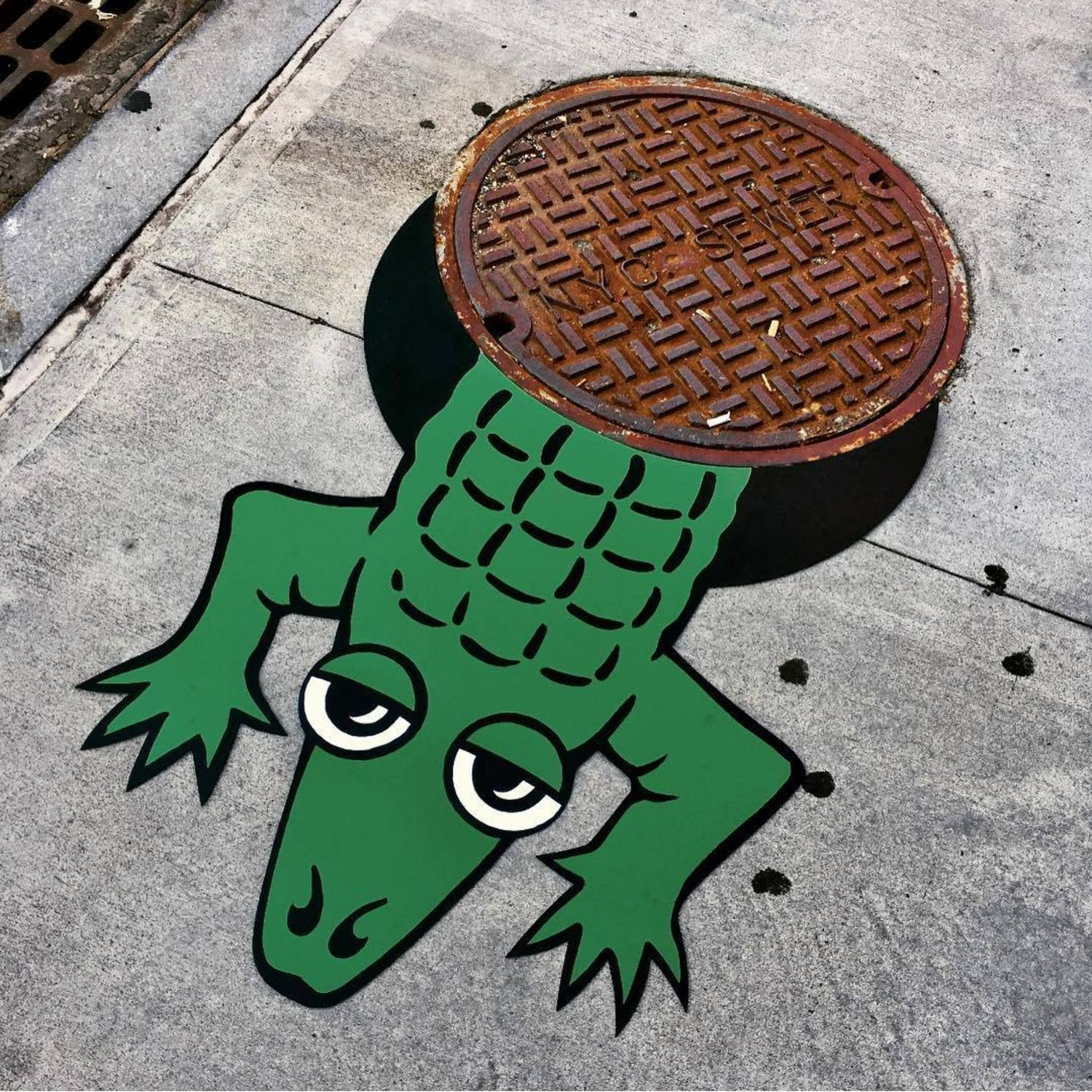 ALLIGATOR SIGHTING DUMBO! 🐊 #alligator #nycsewer #brooklyn #newyorkcity #dumbo #streetart #nyc #sewer #🐊 #streetartbrooklyn #tombobnyc #streetartnyc #tombob #publicart #cartoon 🐊#manhole #manholecover #👀