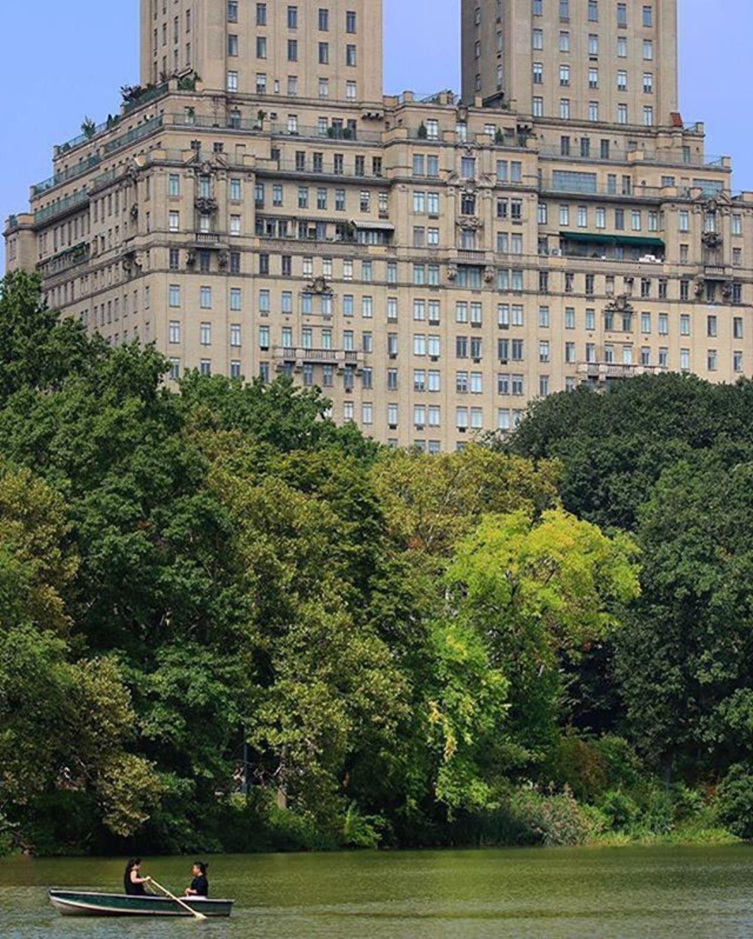 Central Park Lake, New York, New York. Photo via @ajax27 #viewingnyc #newyorkcity #newyork #nyc