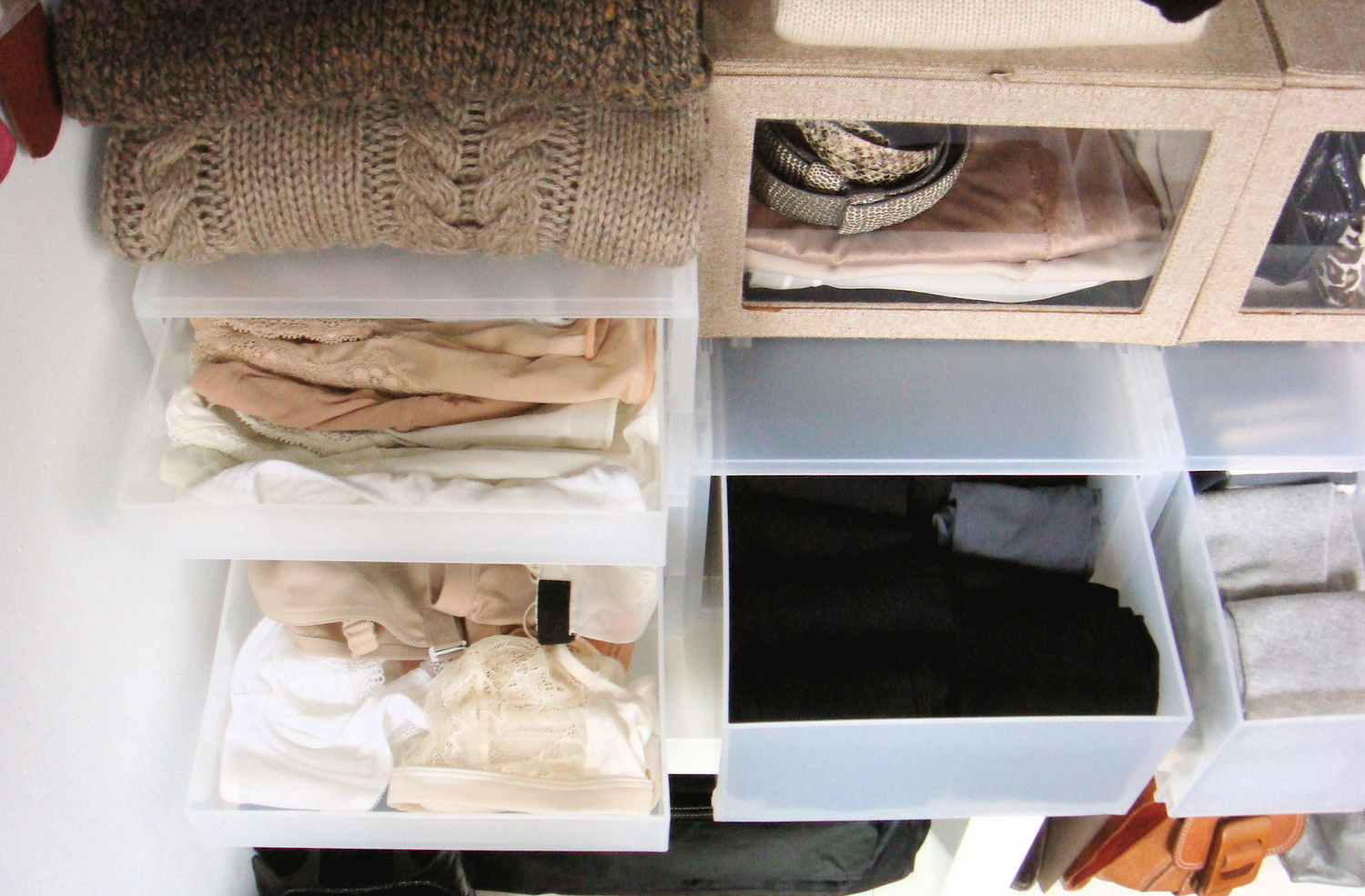 my apartment (alcove): dressing area