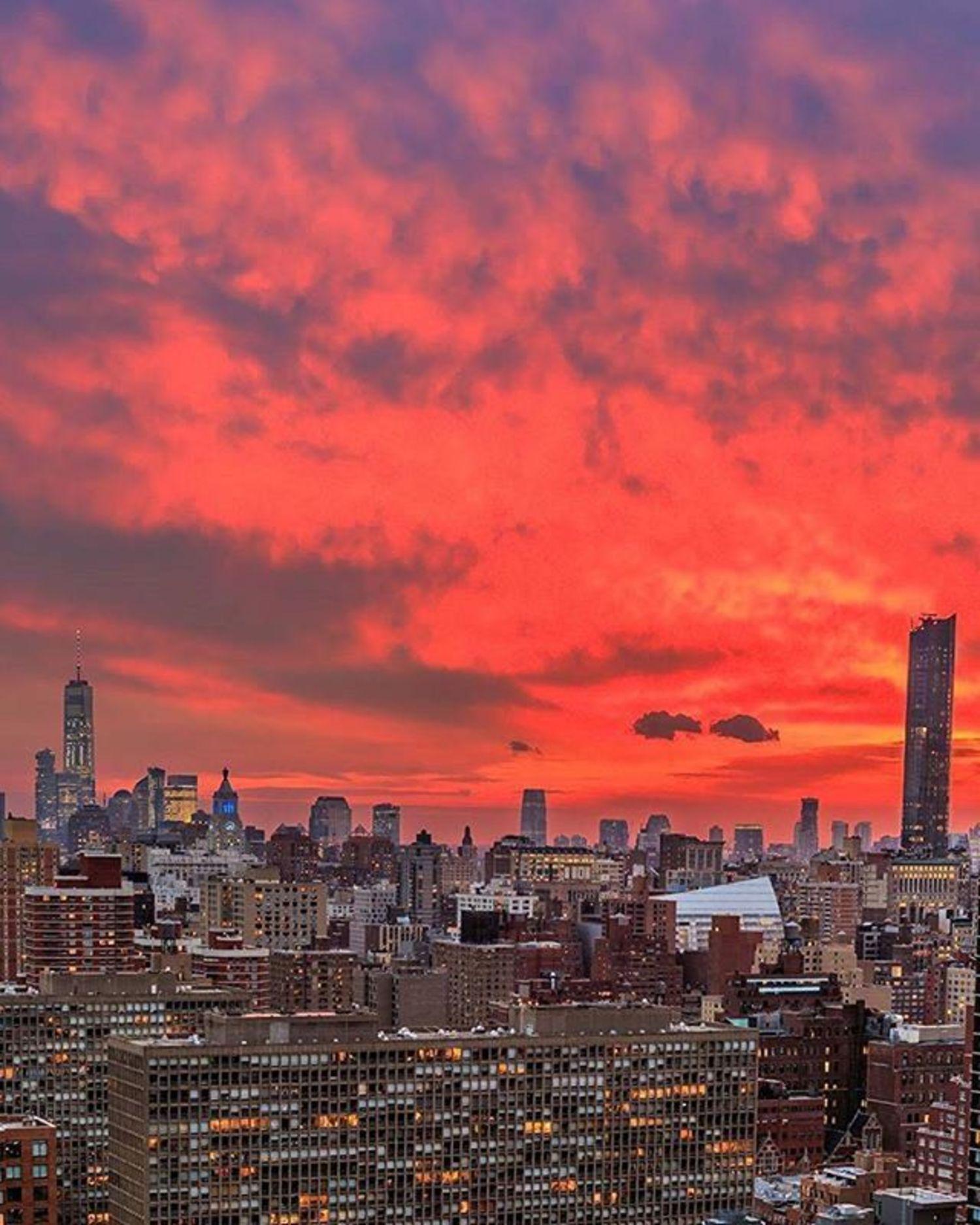 New York, New York. Photo via @killahwave #viewingnyc #newyork #newyorkcity #nyc #sunset