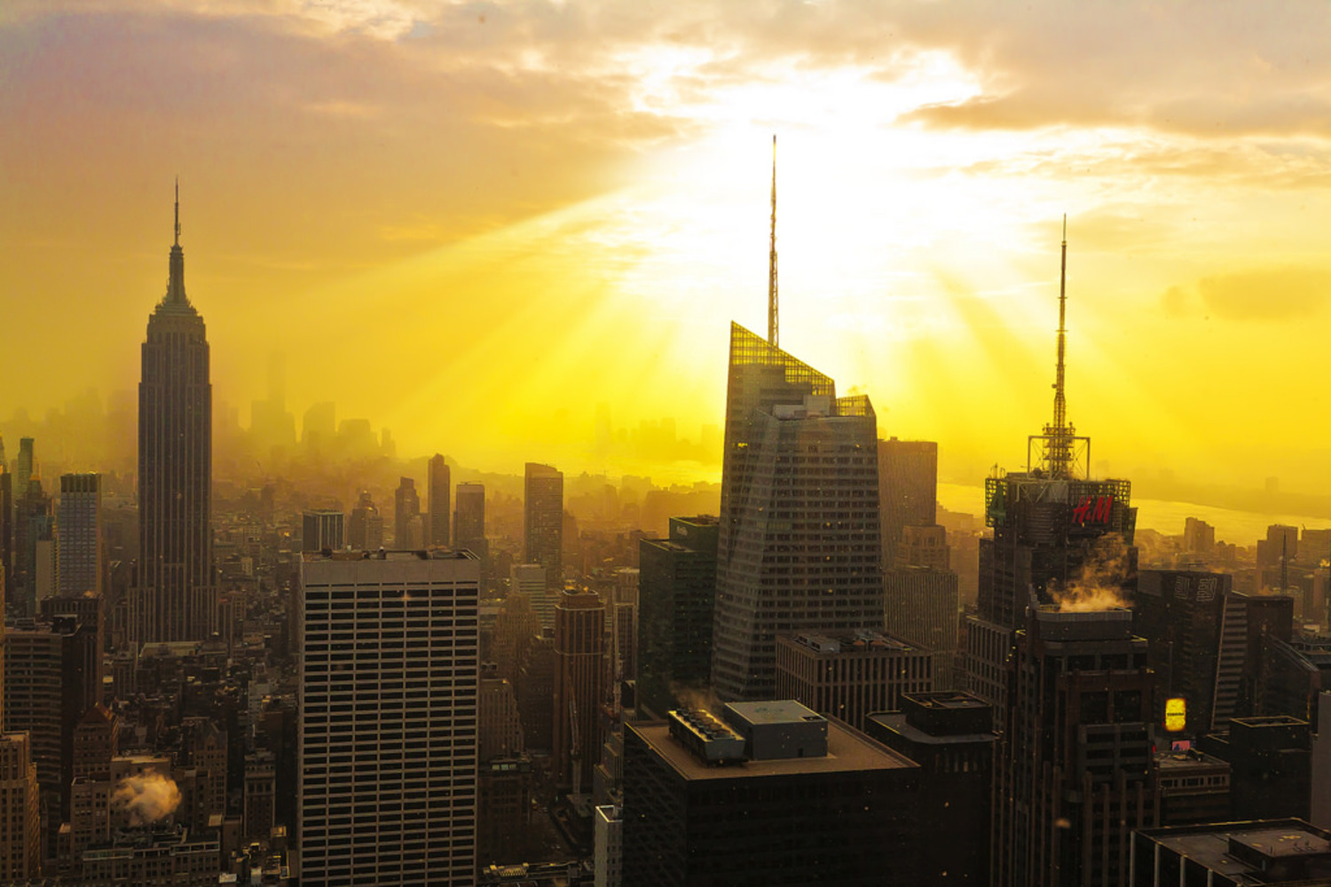The last light of the year | The last sunset of 2013 over Manhattan, seen from the Top of the Rock.  トップ・オブ・ザ・ロック展望台よりの2013年の最後の光。