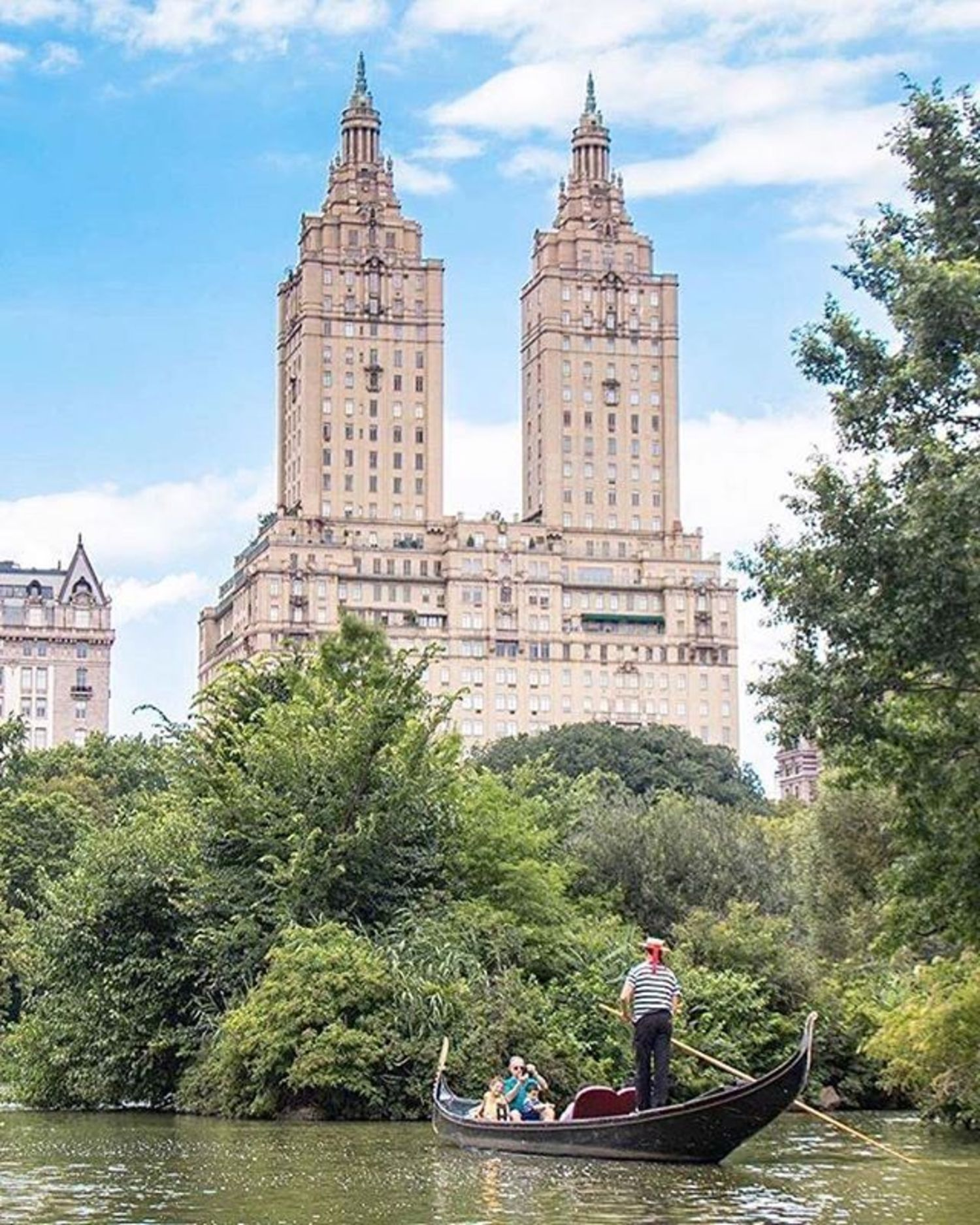 Central Park Lake, New York City. Photo via @newyorkcitykopp #viewingnyc #newyorkcity #newyork