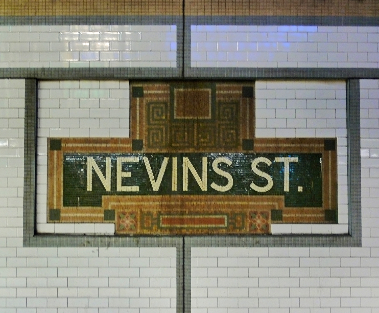 Subway Station Tile Work | From the downtown Brooklyn IRT subway station at Nevins Street.