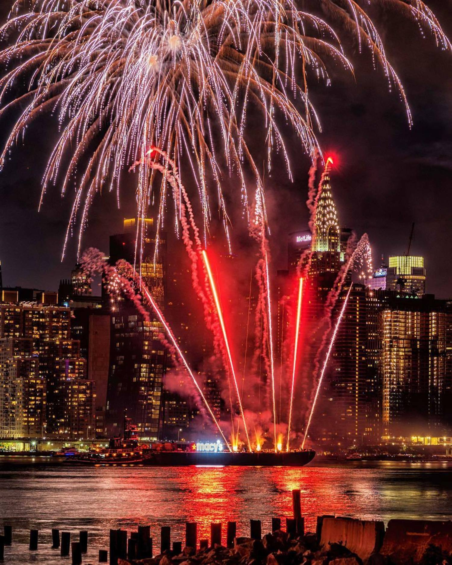 Incredible fireworks over the East River with @papakila.