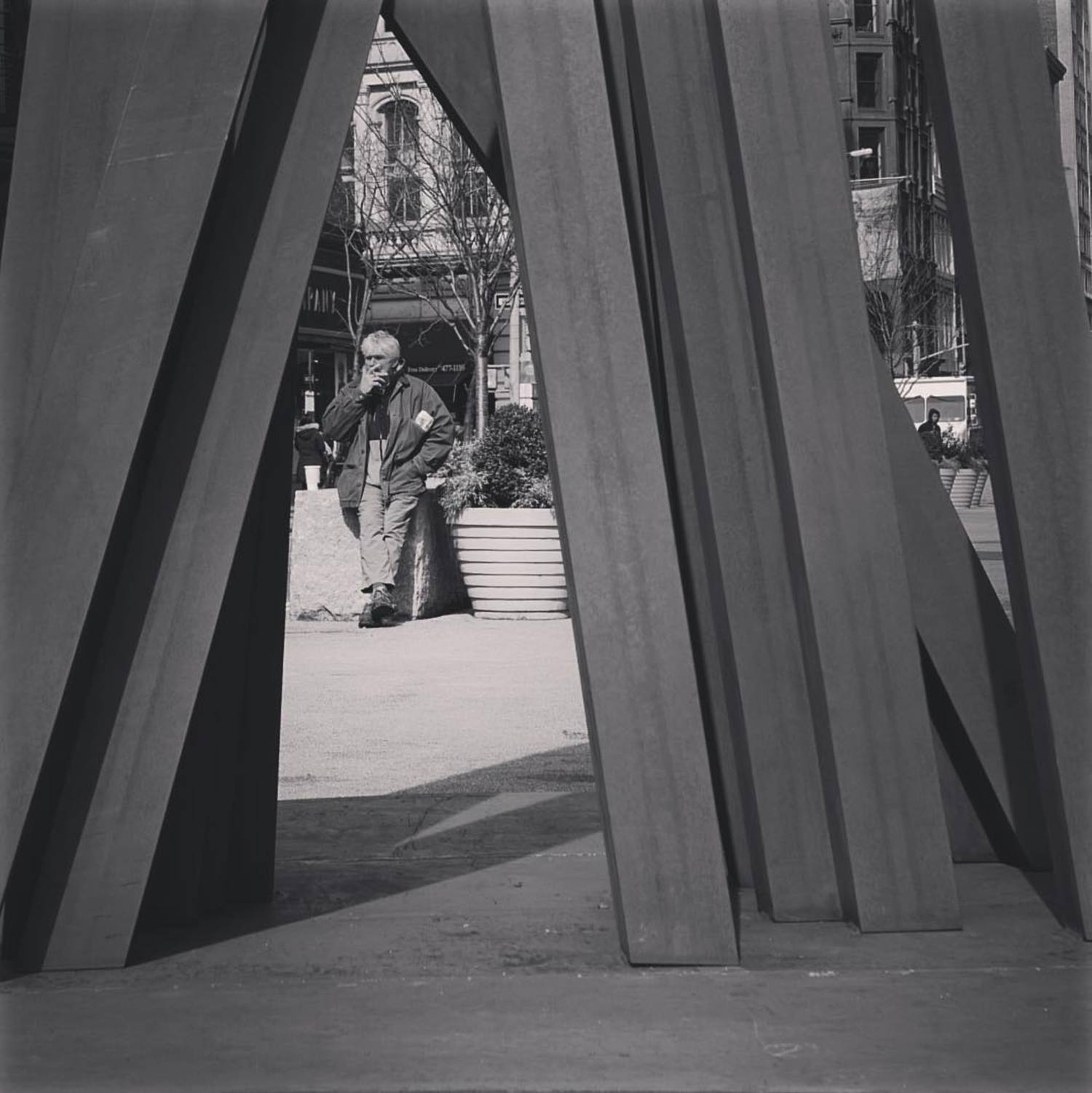 Break between the lines #unionsquare #newyork_instagram #bw #disorder #9unevenangles #bernarvenet #sculpture #vscocam #leica