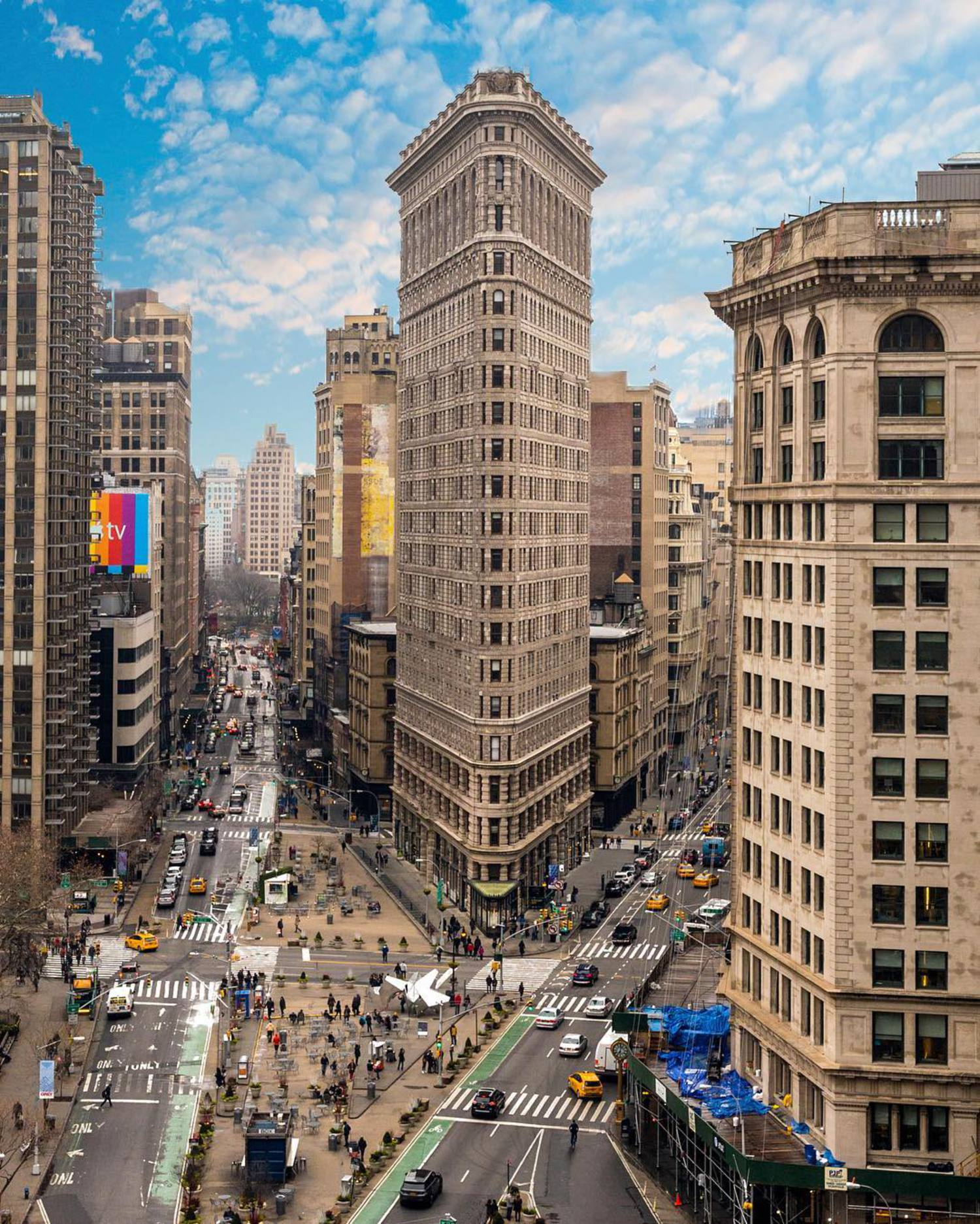 Left or right??? The Flat Iron building, one of New York's most iconic buildings. ==================================== #beautifuldestinations #thebestdestinations #awesome_earthpics #travelawesome #bestvacations #wonderful_places #discoverglobe  #aroundtheworldpix #tourtheplanet #tlpicks #nakedplanet #greatesttravels  #letsgosomewhere #global_hotshotz #bestplacestogo #ourplanetdaily #natgeotravel #awesomeearth #roamtheplanet #itsamazingoutthere #canon_photos #wildernessculture #welivetoexplore #all2epic #photographer #destinationearth #awesomepix #theglobewander #fantastic_earth #teamcanon
