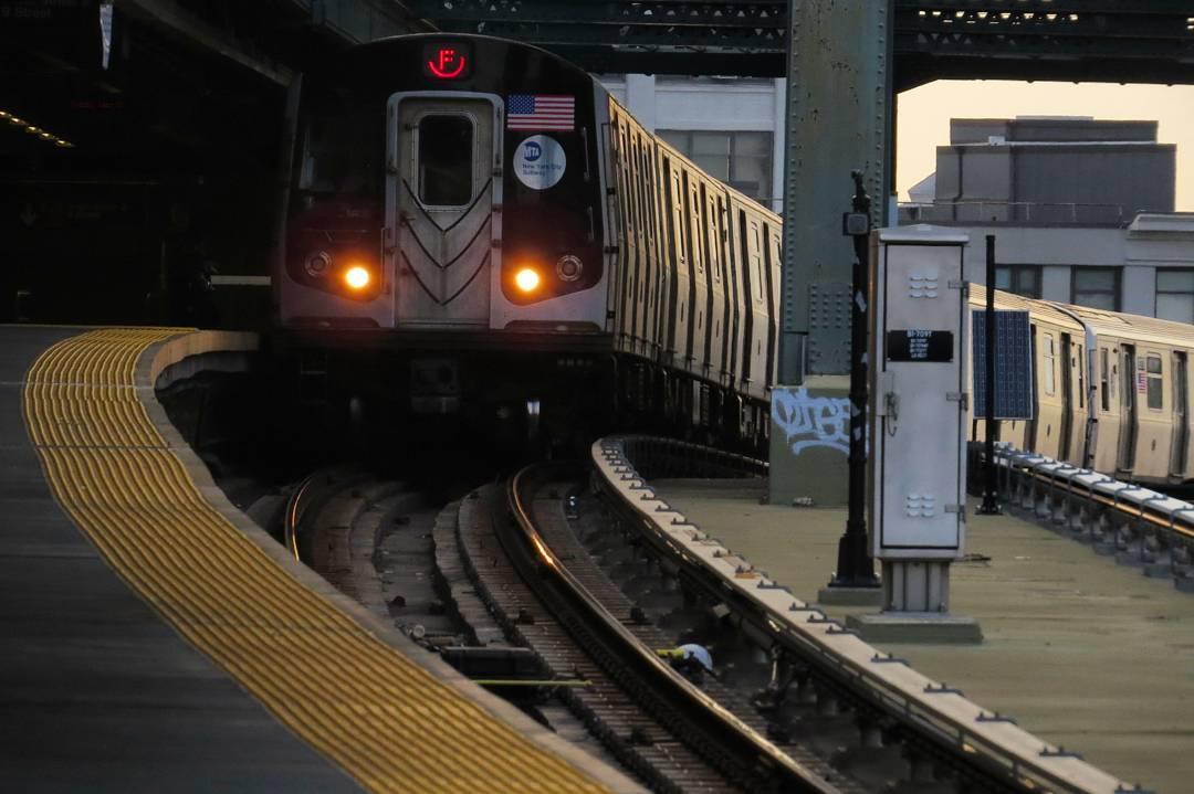Curve 05/27/2016 #brooklyn #nycsubway #transit #r160