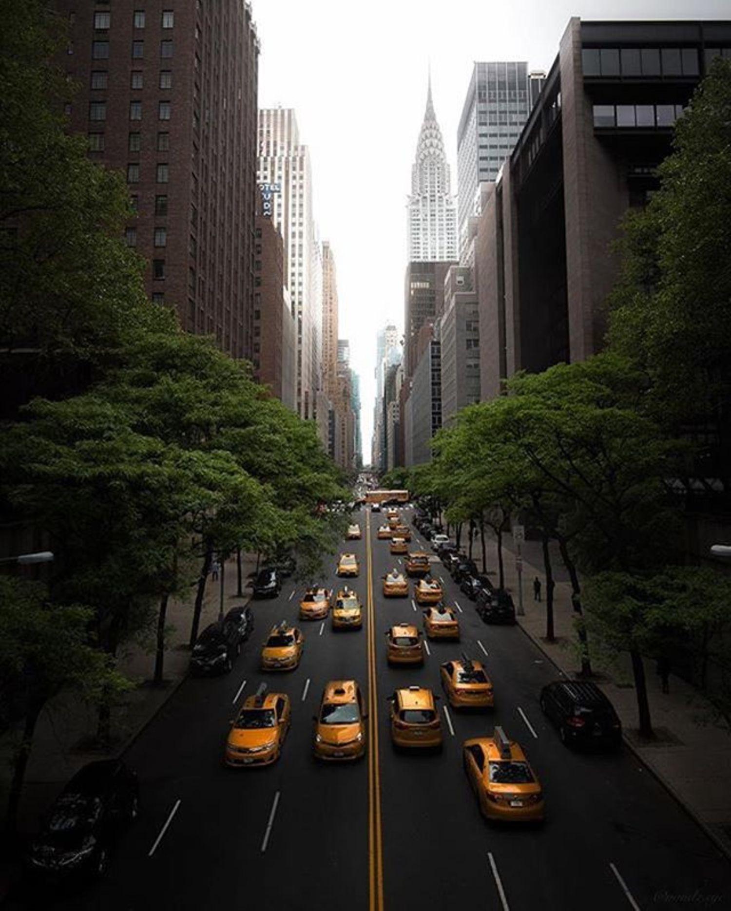 42nd Street from Tudor City Bridge. Photo via @mindz.eye #viewingnyc