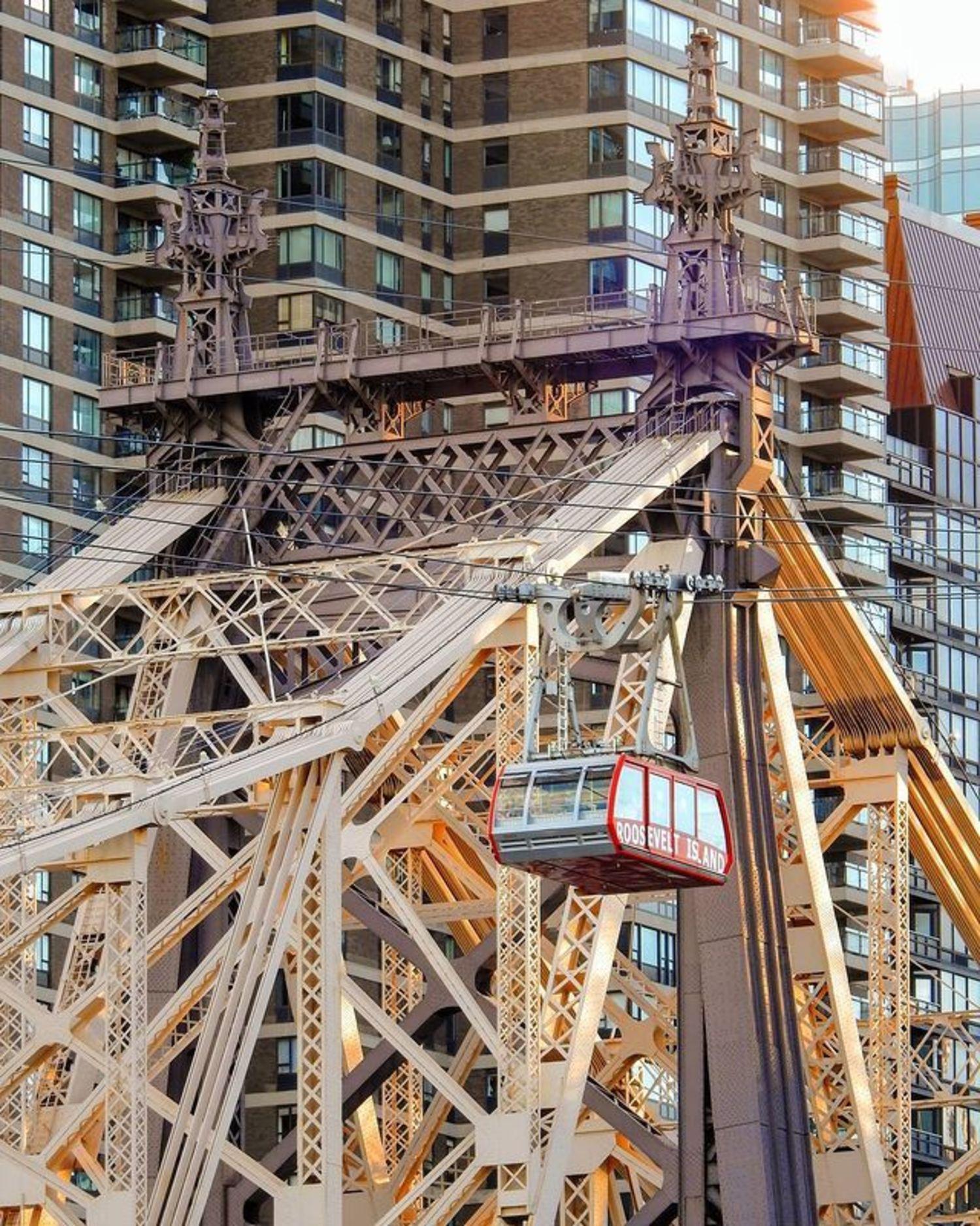 Roosevelt Island Tram and Queensboro Bridge, Manhattan