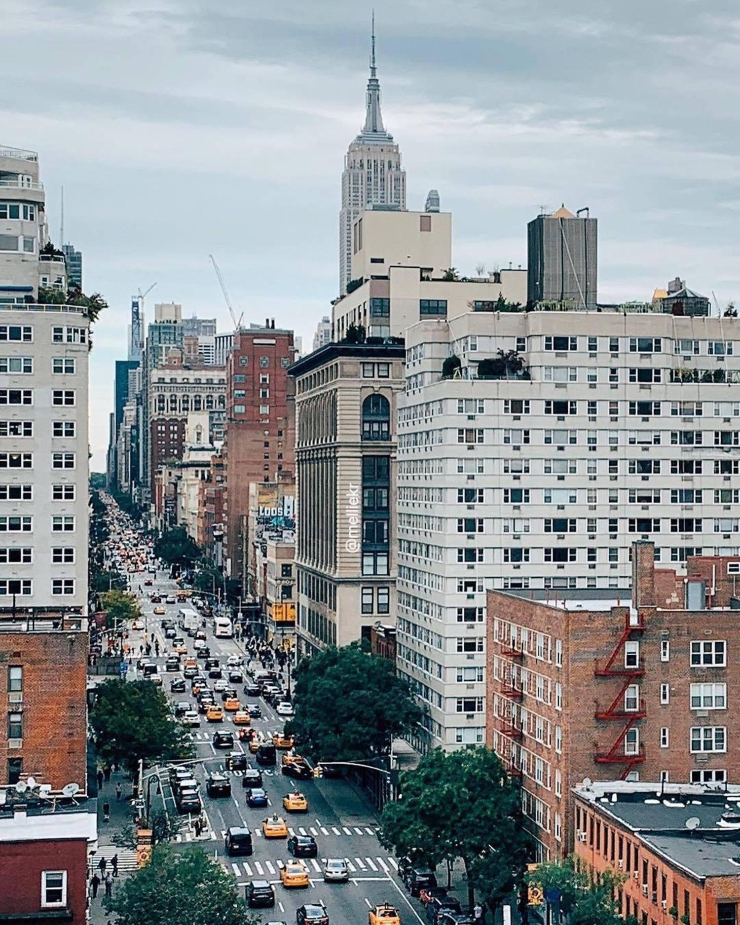 6th Avenue, Manhattan. Photo via @melliekr #newyork #newyorkcity #nyc #viewingnyc #6thavenue #6thave