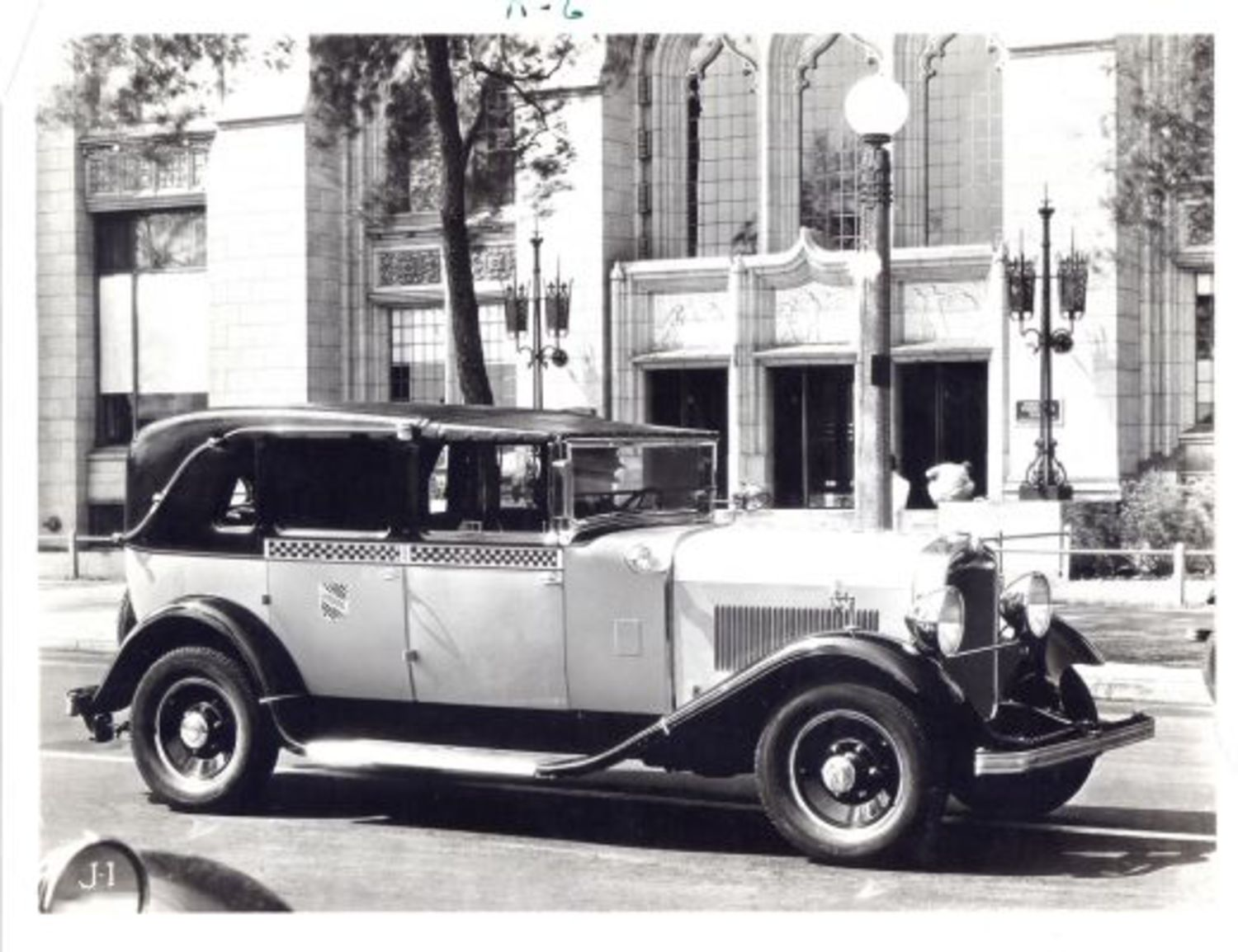 Checker Cabs of the 1920s: Shiny new models hit the streets
