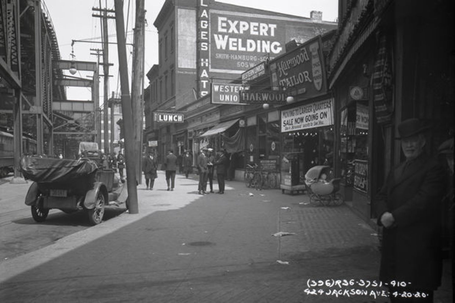 Jackson Avenue near Queensboro Plaza in 1920. The elevated 7 tracks can be seen to the left.