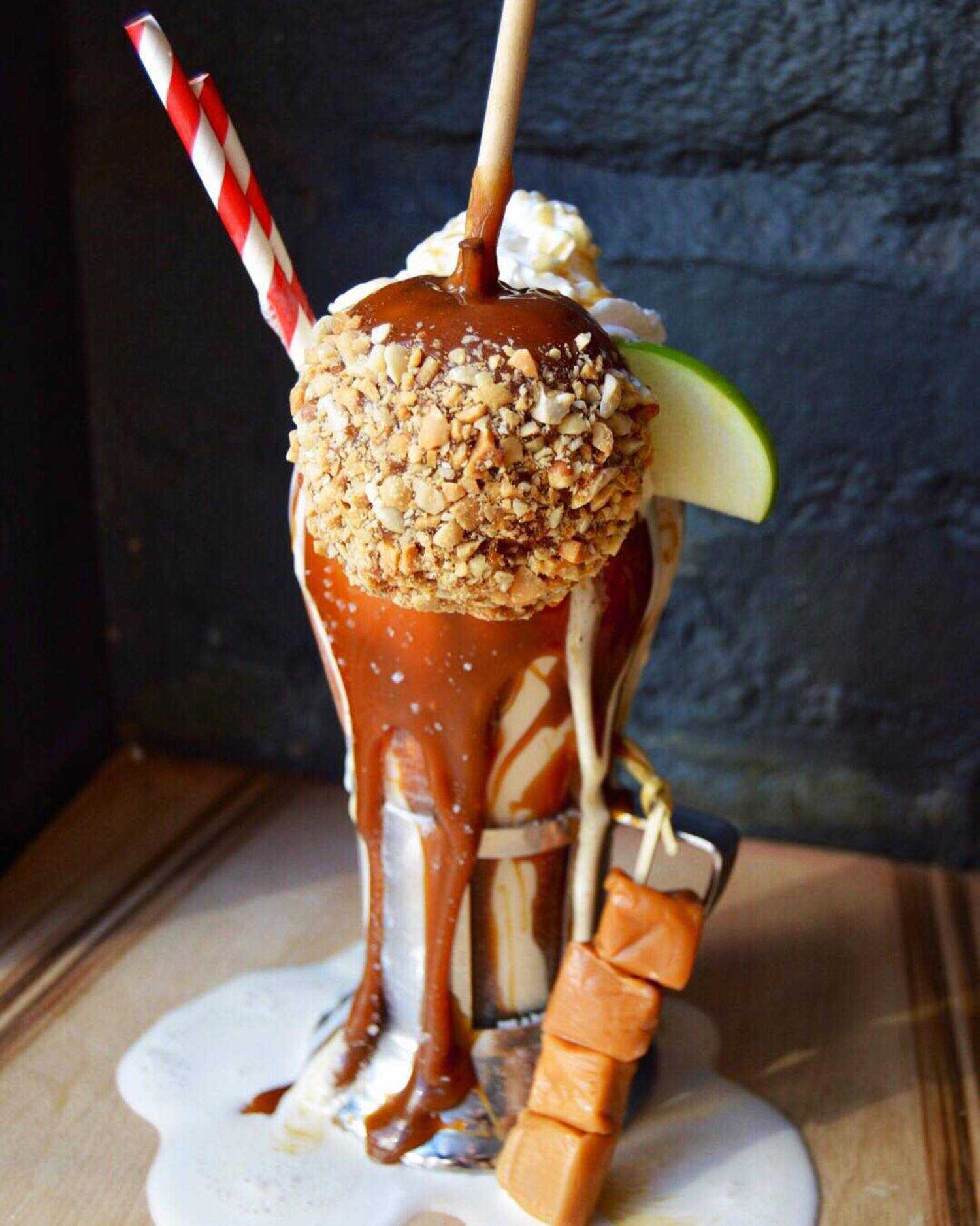 SALTED CARAMEL APPLE. 🍏🐮 #milkshakemonday #caramelapple #shake #foodie #foodporn #yum #desert #blacktapthat #blacktapnyc #burger #NYC #fall