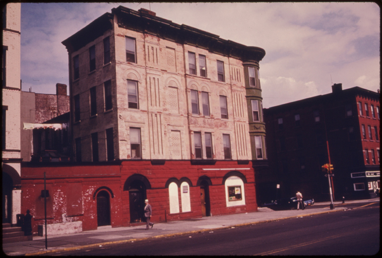 This is taken on Vanderbilt Avenue but I can't ascertain exactly here. Perhaps today's Prospect Heights area.