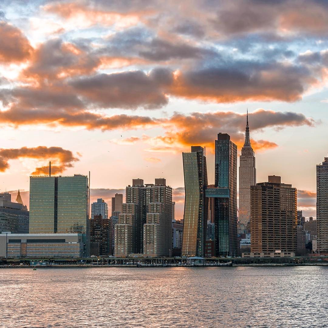 sunset over manhattan new york city last evening 39 s view from hunters point south park long. Black Bedroom Furniture Sets. Home Design Ideas