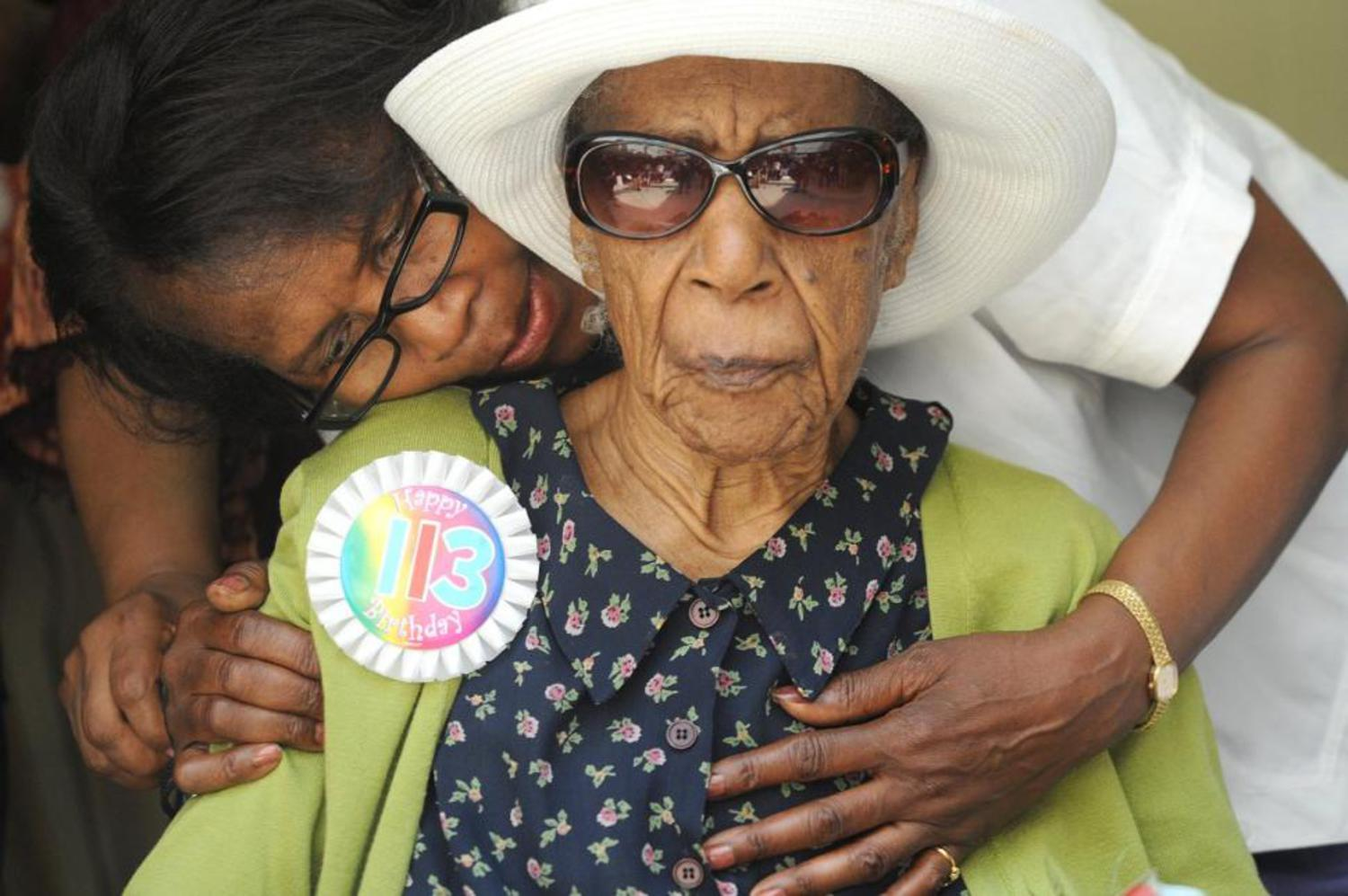 Miss Susie (Susannah Mushatt Jones) with her niece Lois Judge during her 113th birthday party in 2012.