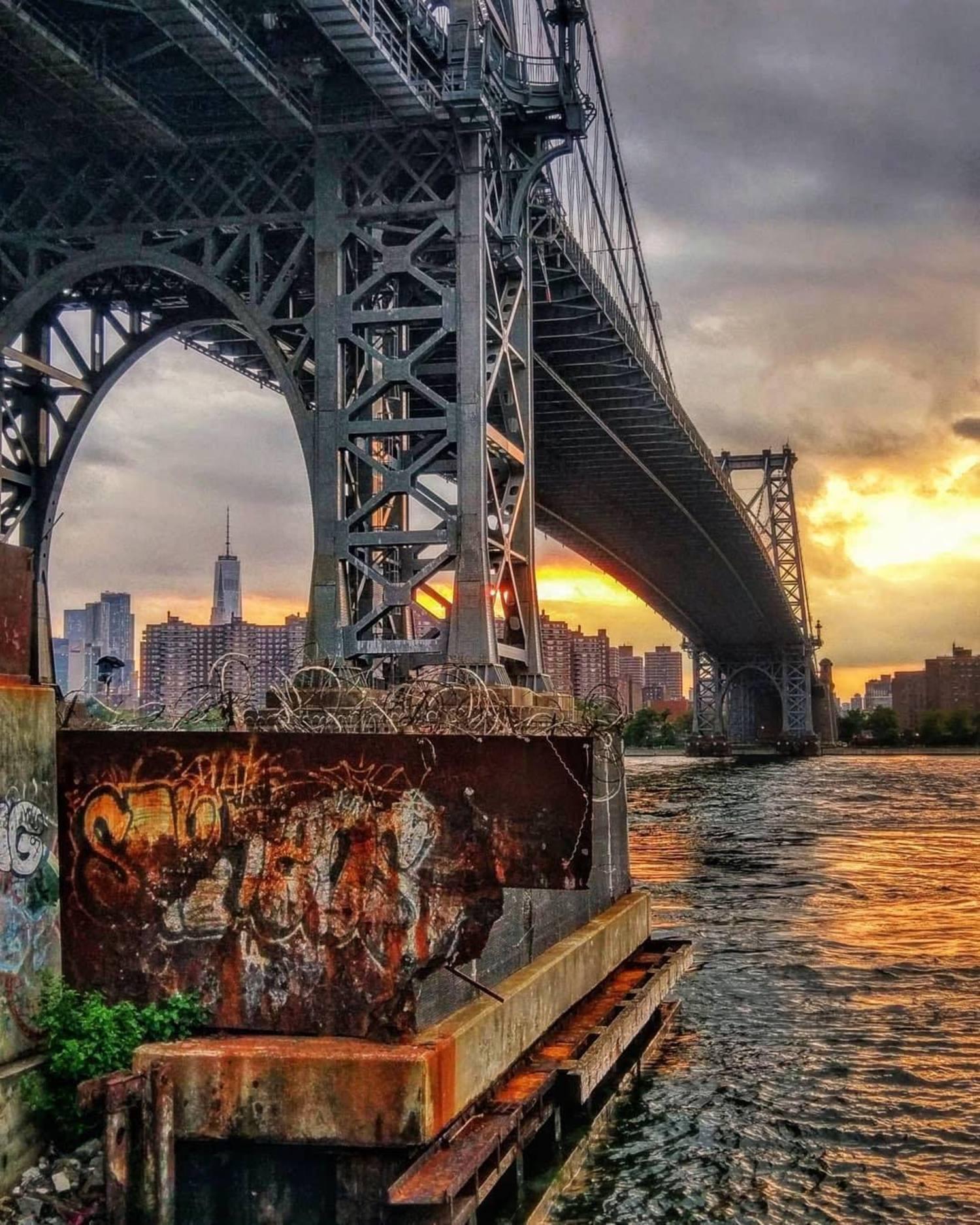 Williamsburg Bridge, Brooklyn. Photo via @beacon_transplant #viewingnyc #newyork #newyorkcity #nyc #williamsburgbridge