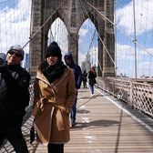 ⁴ᴷ Walking Across the Brooklyn Bridge to Manhattan in New York City