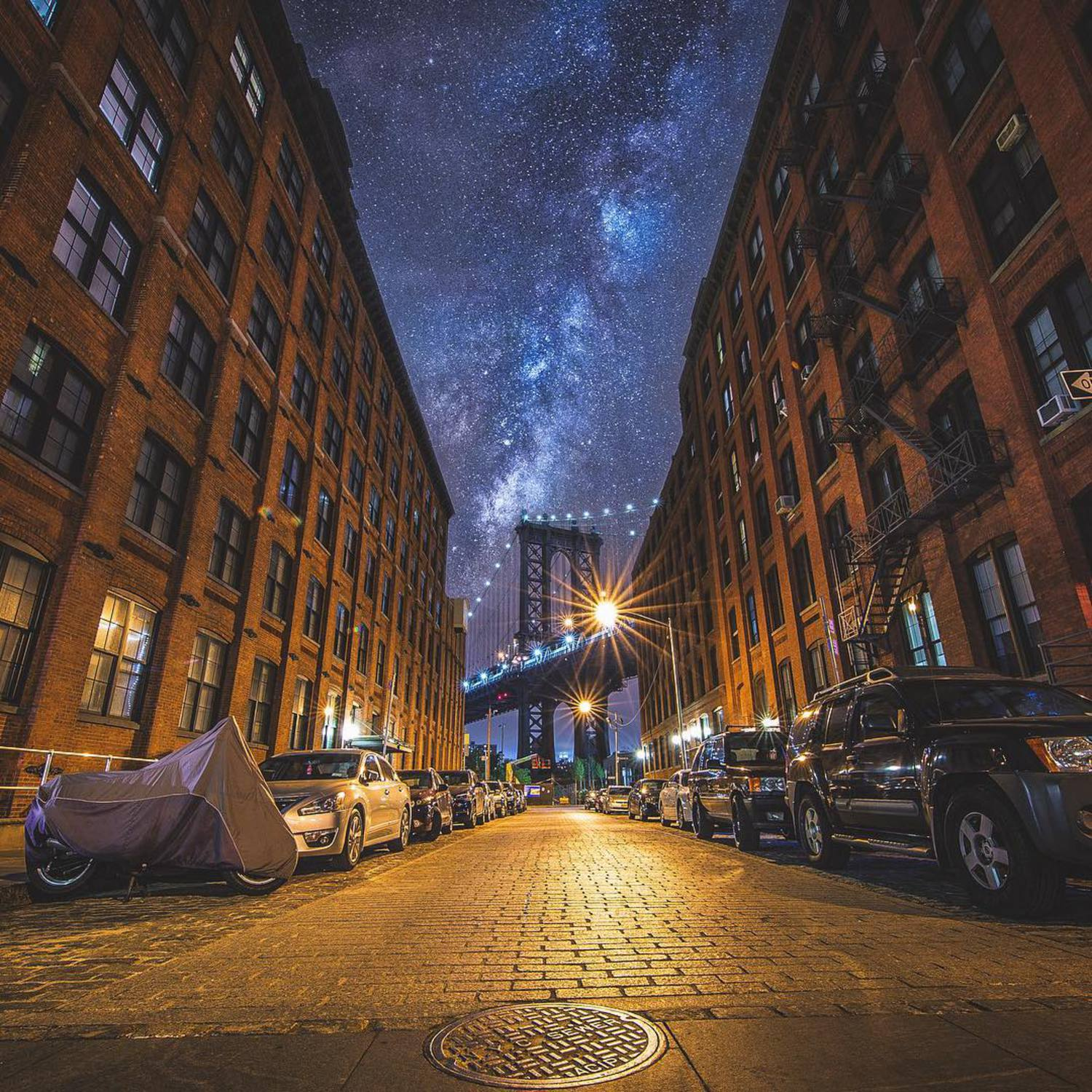 • The City from DUMBO •  A classic angle that had to be snapped when I was shooting in Brooklyn with @mjinnyc and @bbsinghphotos - clearly they missed the huge milky way that appeared out of nowhere! 😂❤️