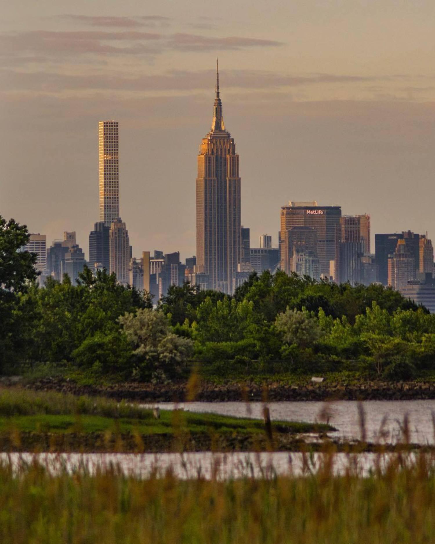 New York, New York. Photo via @eyecatchingphoto #viewingnyc #newyork #newyorkcity #nyc